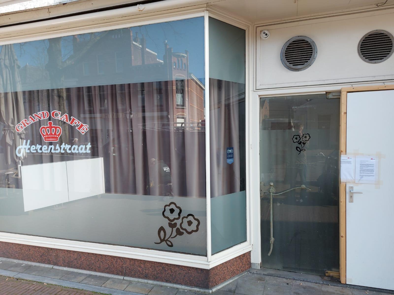 Burgemeester van Leiden sluit twee drugspanden, een grand café in de Herenstraat en een woning in de Sumatrastraat