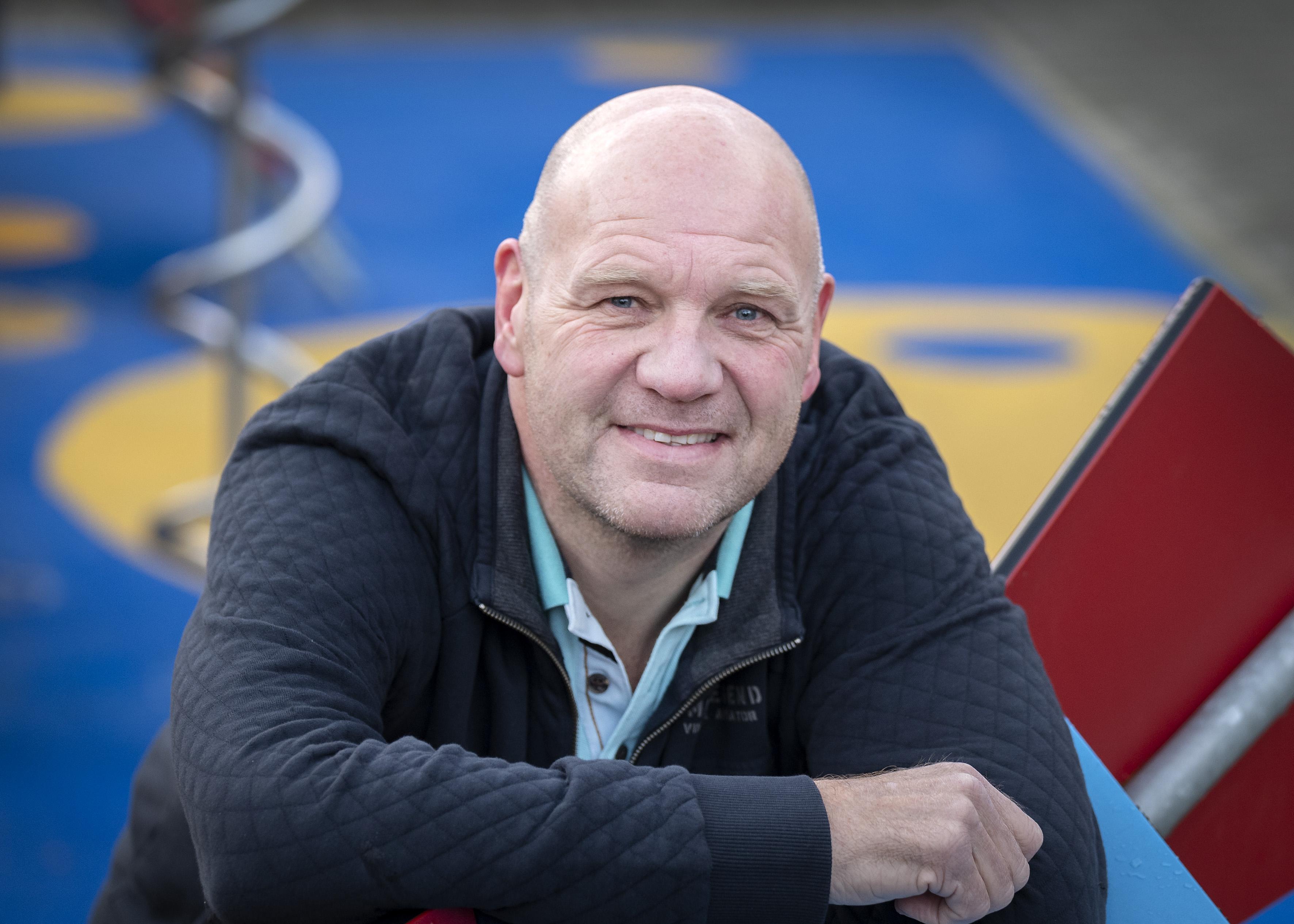 De herinnering aan de wereldgoal van Haarlem-goalie Mark Verzijlberg leeft 25 jaar na dato nog altijd voort: 'Dat is toch wel leuk' [video]