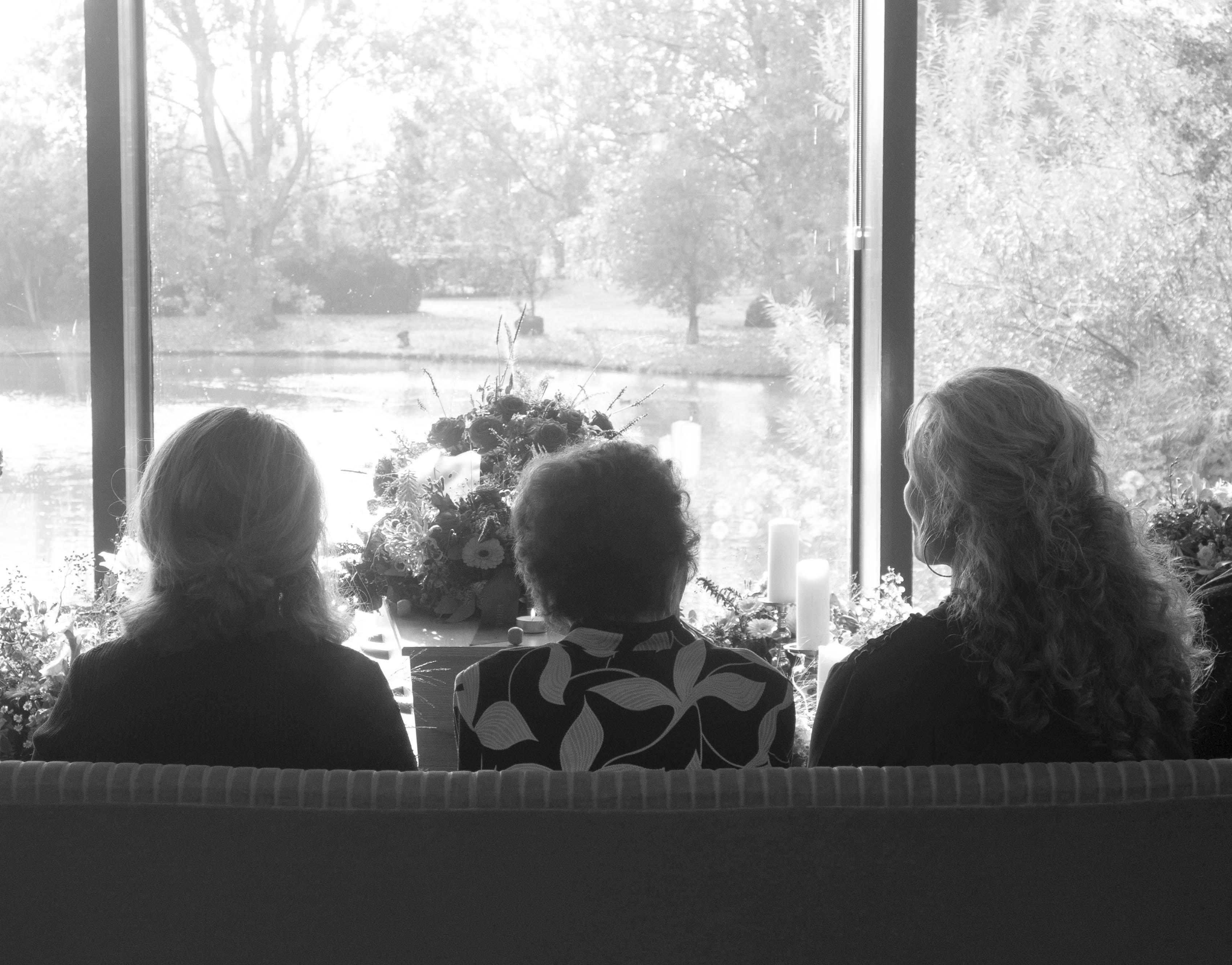 Pedicure uit Warmenhuizen fotografeert uitvaarten. 'Iedereen heeft foto's van emotionele momenten, een bruiloft of geboorte, verjaardagen. Waarom niet van het afscheid?'