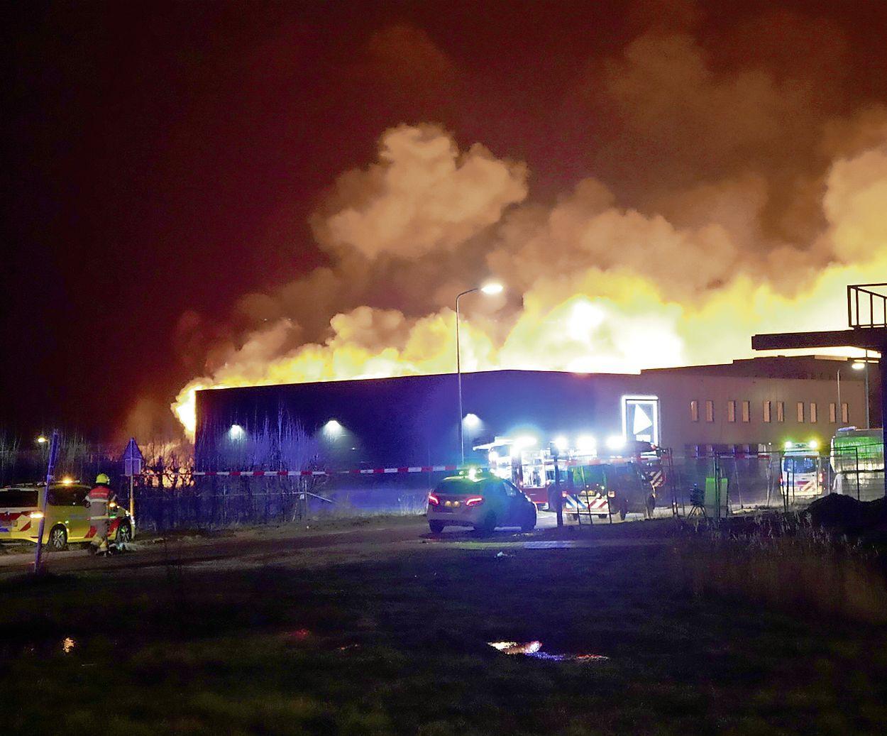 Bedrijven herrijzen uit hun as na verwoestende brand op bedrijventerrein Zevenhuis in Zwaag