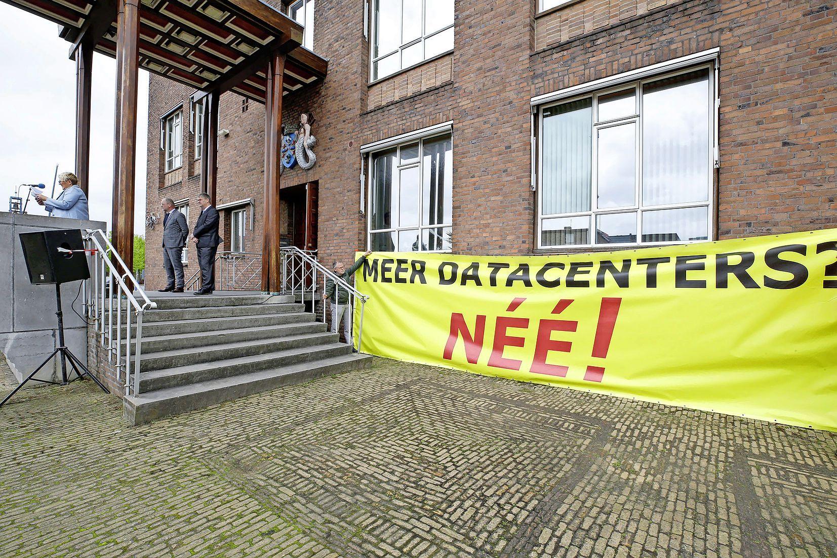 Trekkerprotest en drieduizend handtekeningen tegen meer datacenters. 'Met de komst van datacenters is het paard van Troje binnengehaald'