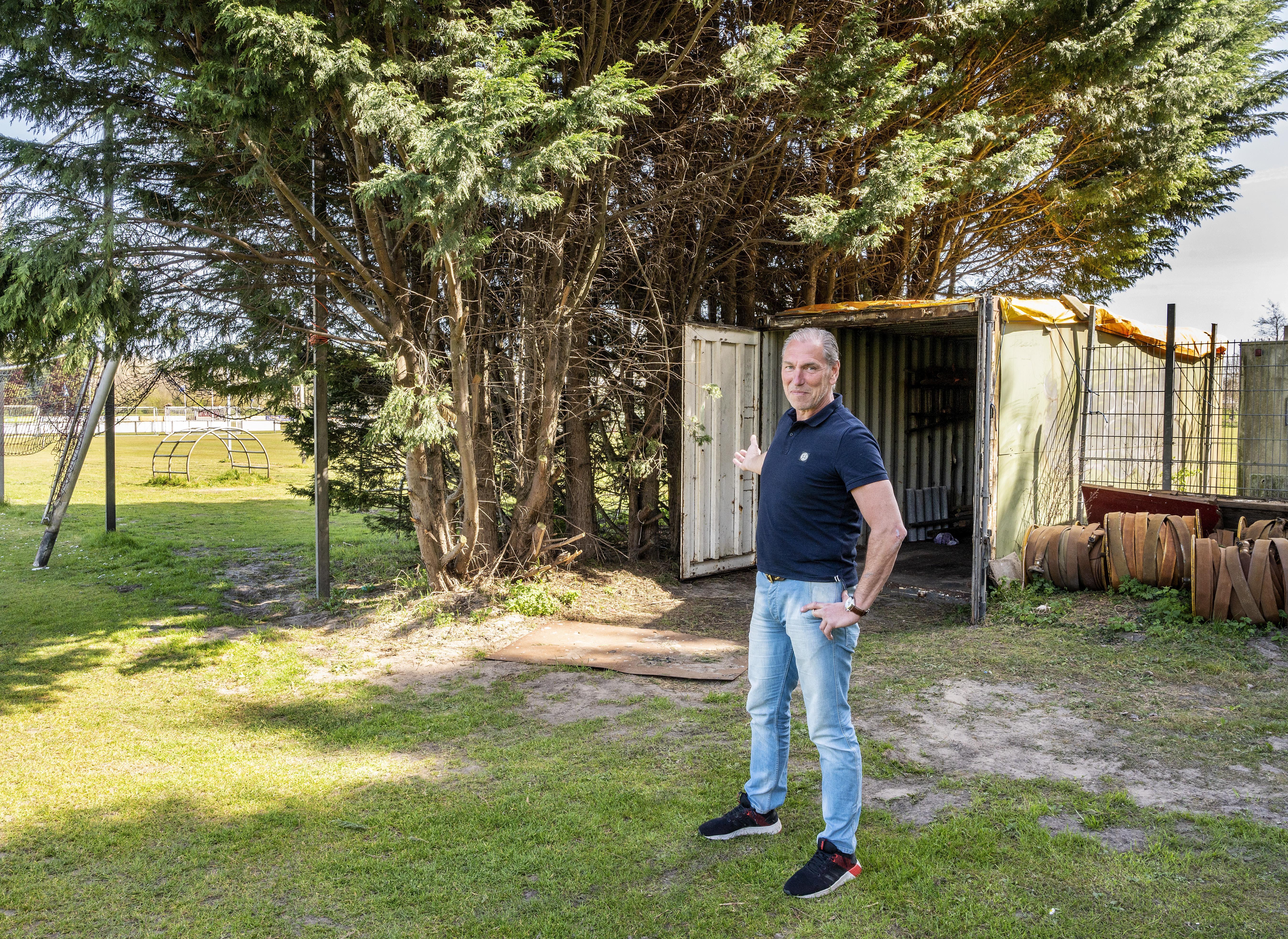 Dieven azen in Velsen op kostbaar tuingereedschap van voetbalvereniging en boomtechnicus