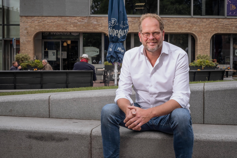 'De horeca wordt onterecht alweer in het schuldenbankje geplaatst', beweent horecakopstuk Peter Visser uit Alkmaar. 'Als het misgaat met corona is het de horecasector die de rekening krijgt'
