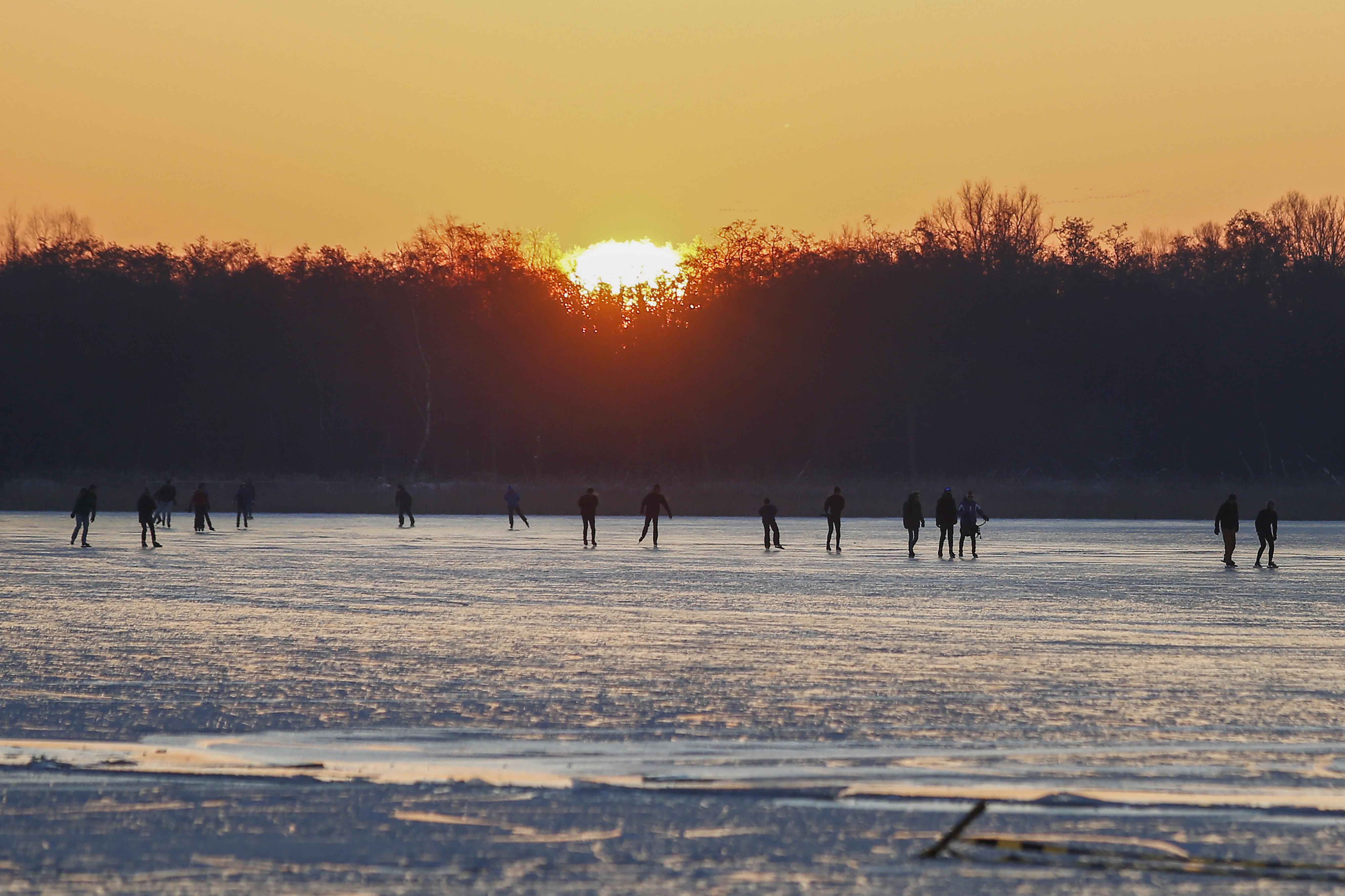 Wijdemeren verwacht zaterdag zo'n 50 duizend schaatsers, waarschuwing voor windwakken en werkijs
