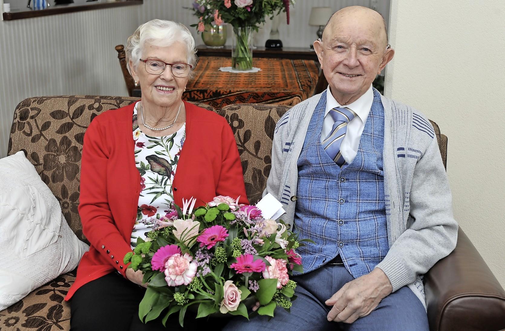 Gré en Bertus Jongejan 65 jaar getrouwd en nog altijd verliefd: Dankzij kier in schutting