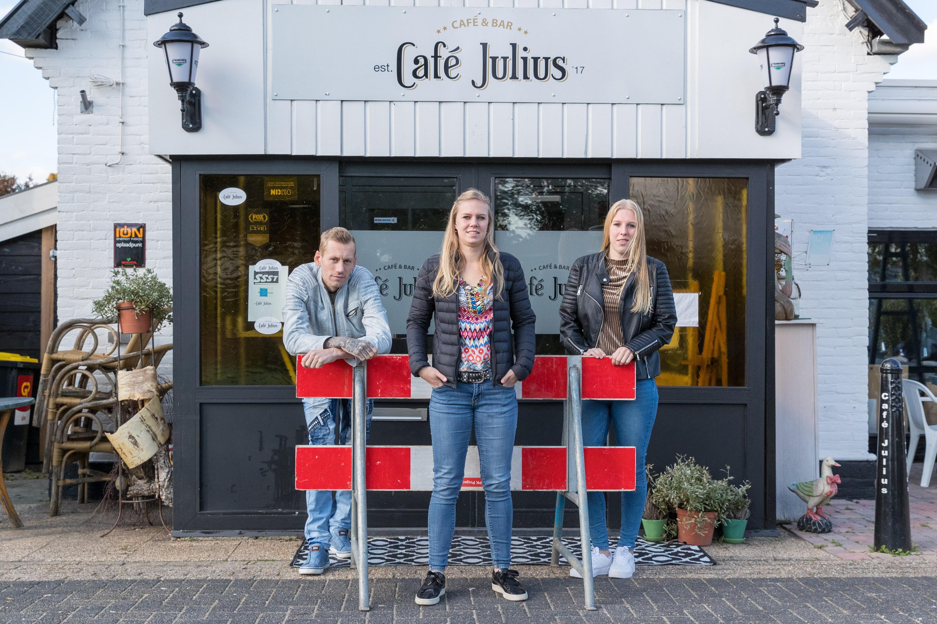 Kelly Schaap (23) springt in de bres voor haar stamcafés in Avenhorn en De Goorn: 'Geen garantie dat coronaregels over vier weken klaar zijn'