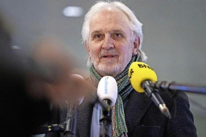 Voorzichtig optimisme over herstel burgemeester Pieter Broertjes. Familie bedankt Hilversummers voor alle kaarten en steun