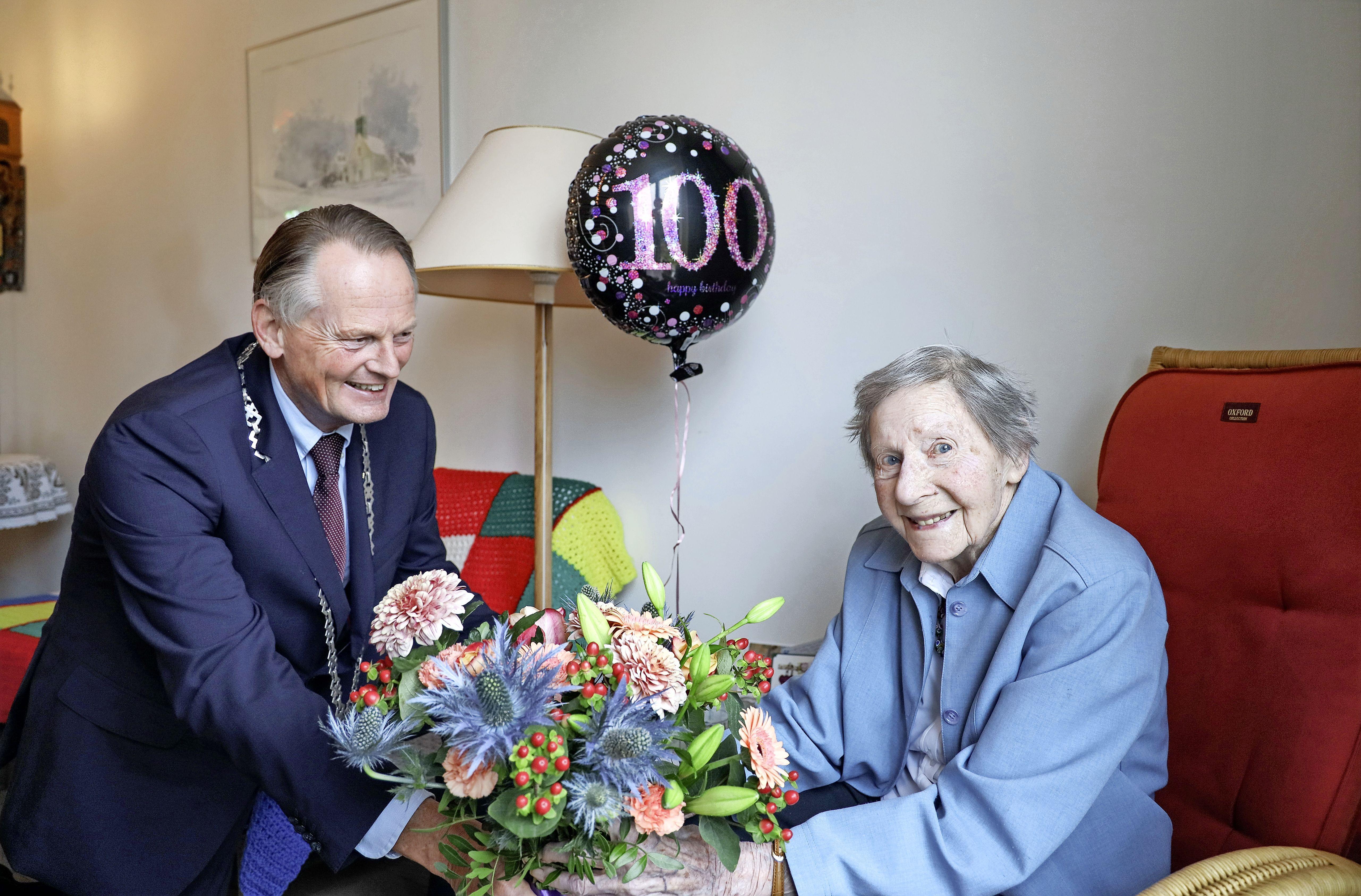 Andijkse Van Zwol viert in haar geboortedorp haar honderdste verjaardag