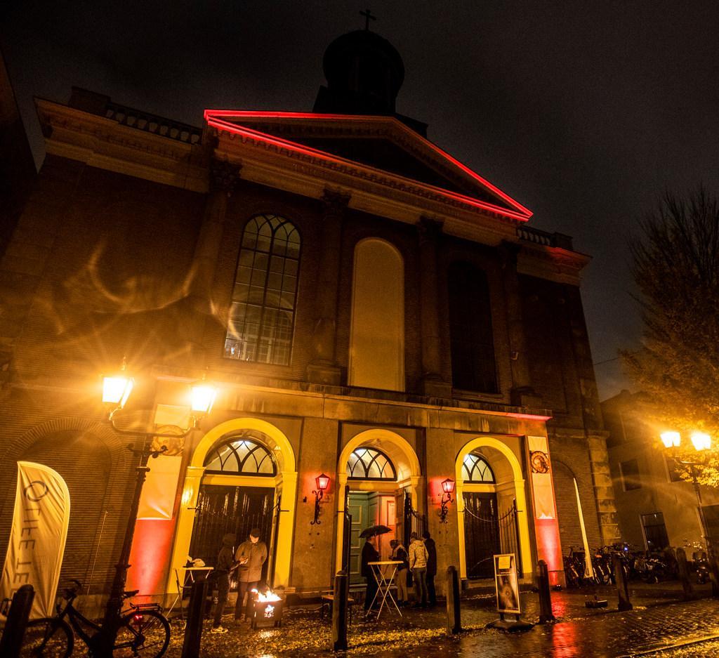 Kerken kleuren 25 november rood voor vrijheid van godsdienst