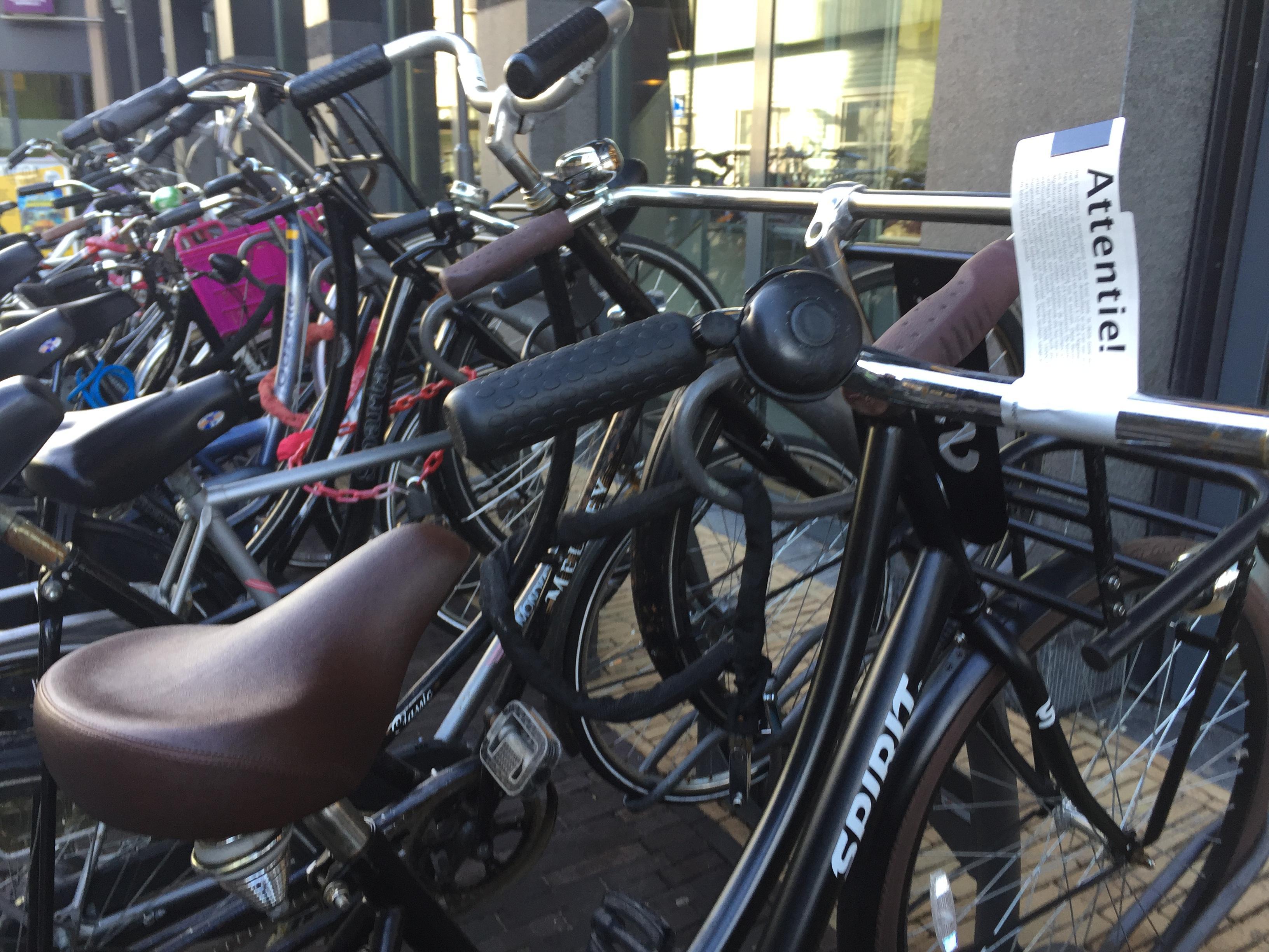 Attentie! Handhavers gemeente Zaanstad verwijderden tientallen fietsen