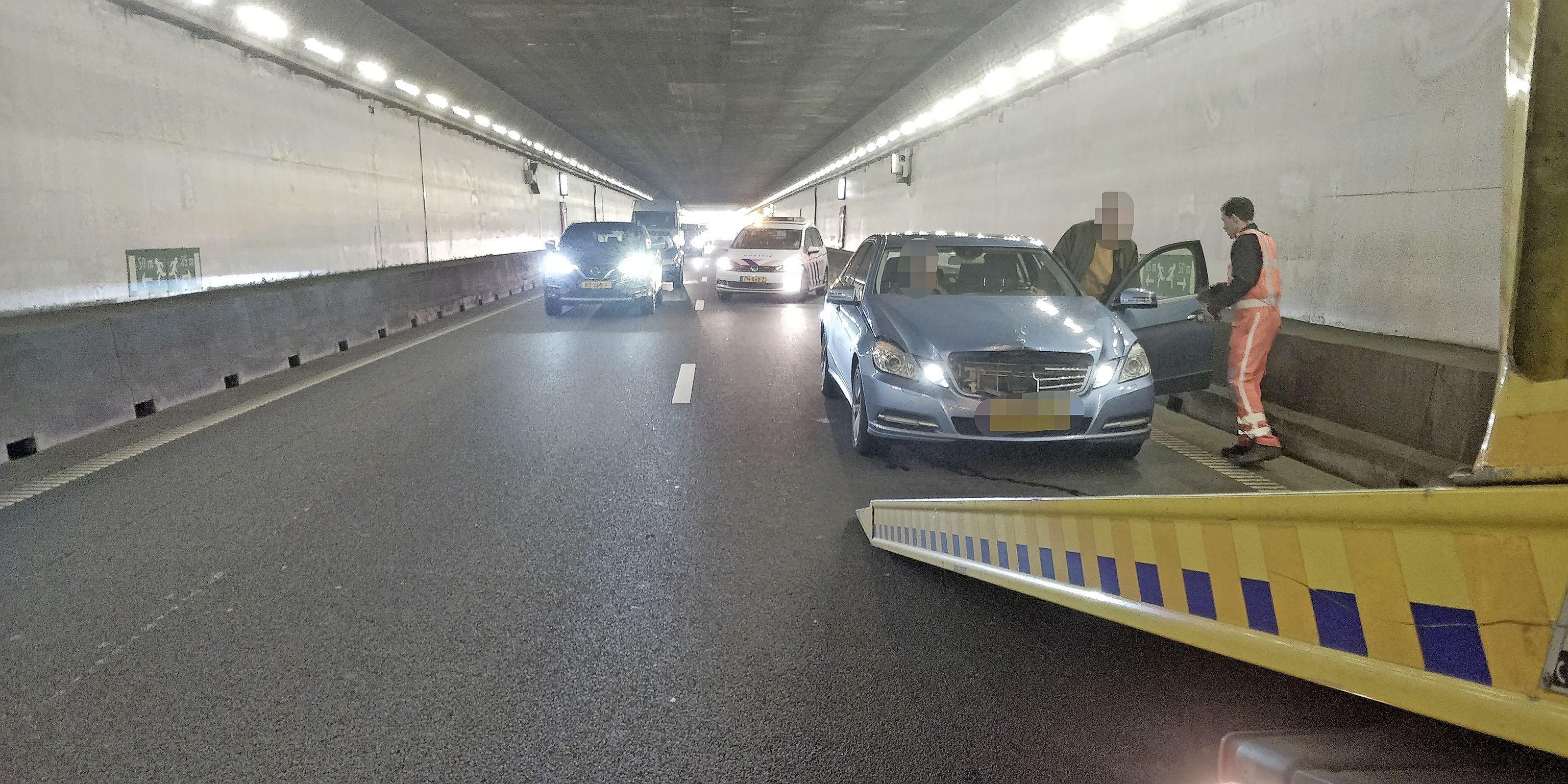 Zes auto's beschadigd bij kettingbotsing Velsertunnel