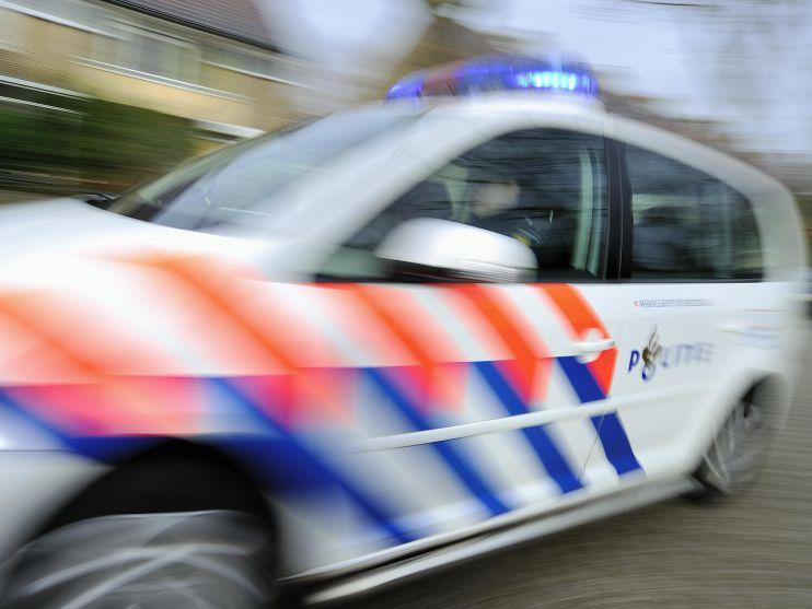 Band politieauto lekgestoken bij illegaal feest in recreatiegebied Spaarnwoude