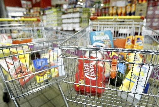 Vijftig medewerkers distributiecentrum Velsen-Noord leggen vrijdag werk neer voor beter loon