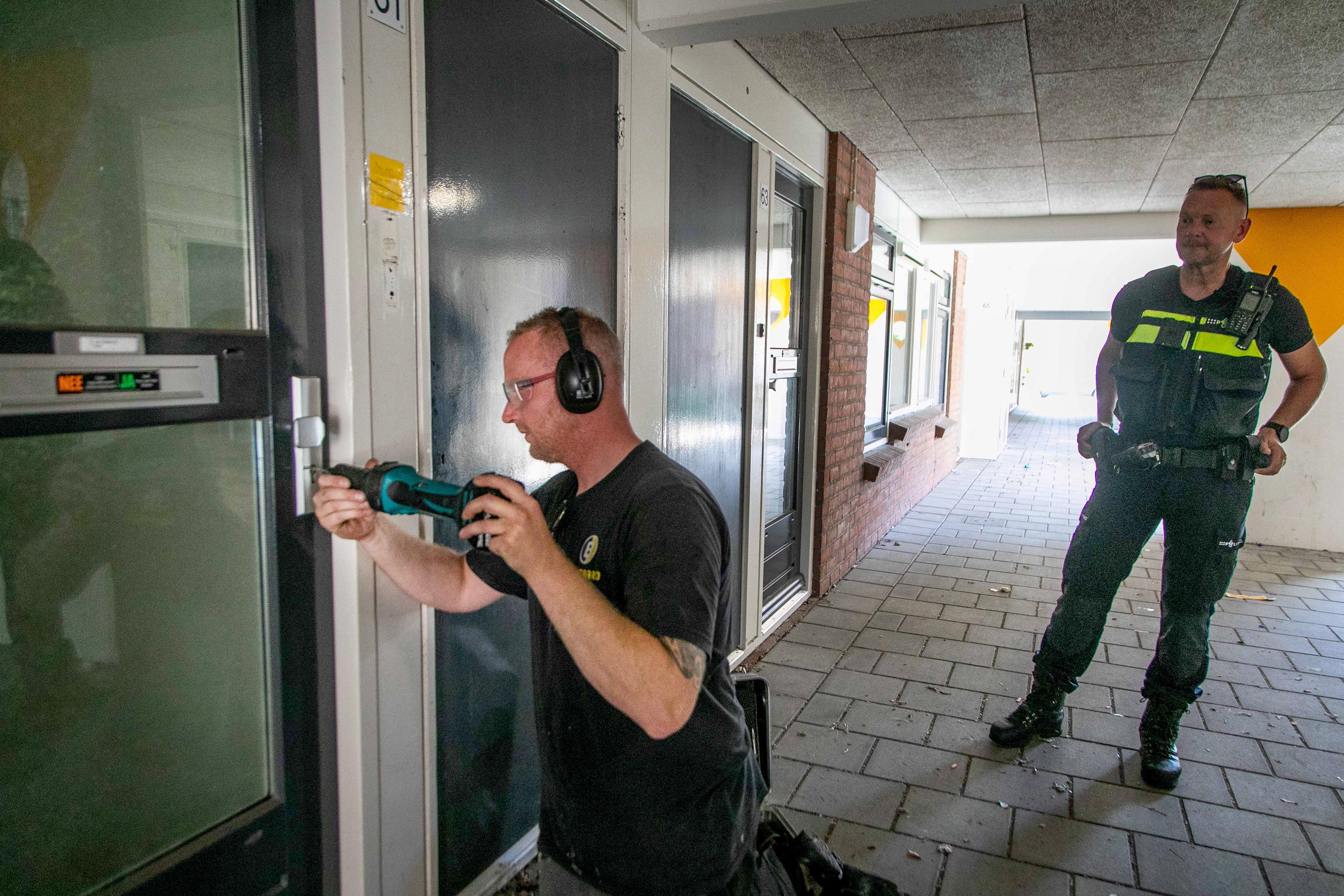 Waterleiding per ongeluk op gasleiding aangesloten; Politie breekt voordeuren open om gaskranen dicht te draaien