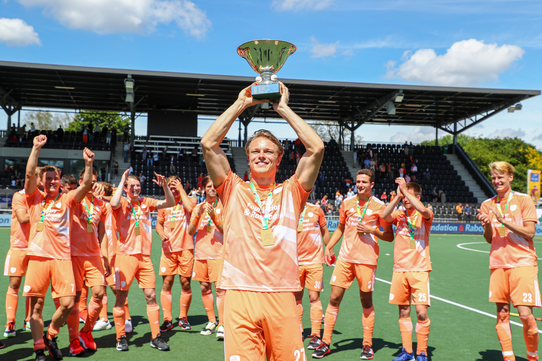 Hockeyer Jip Janssen was bang dat hij blind zou worden, maar nu 'sleept' hij Oranje naar EK-winst [video]