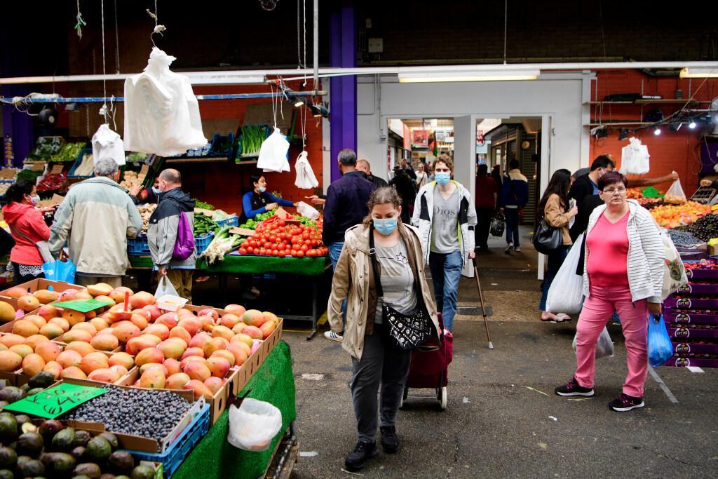 Groot deel van de Bazaar dicht vanwege het niet nakomen van de 1,5 meter regel. Ondernemers kunnen terecht in kraampjes langs de weg