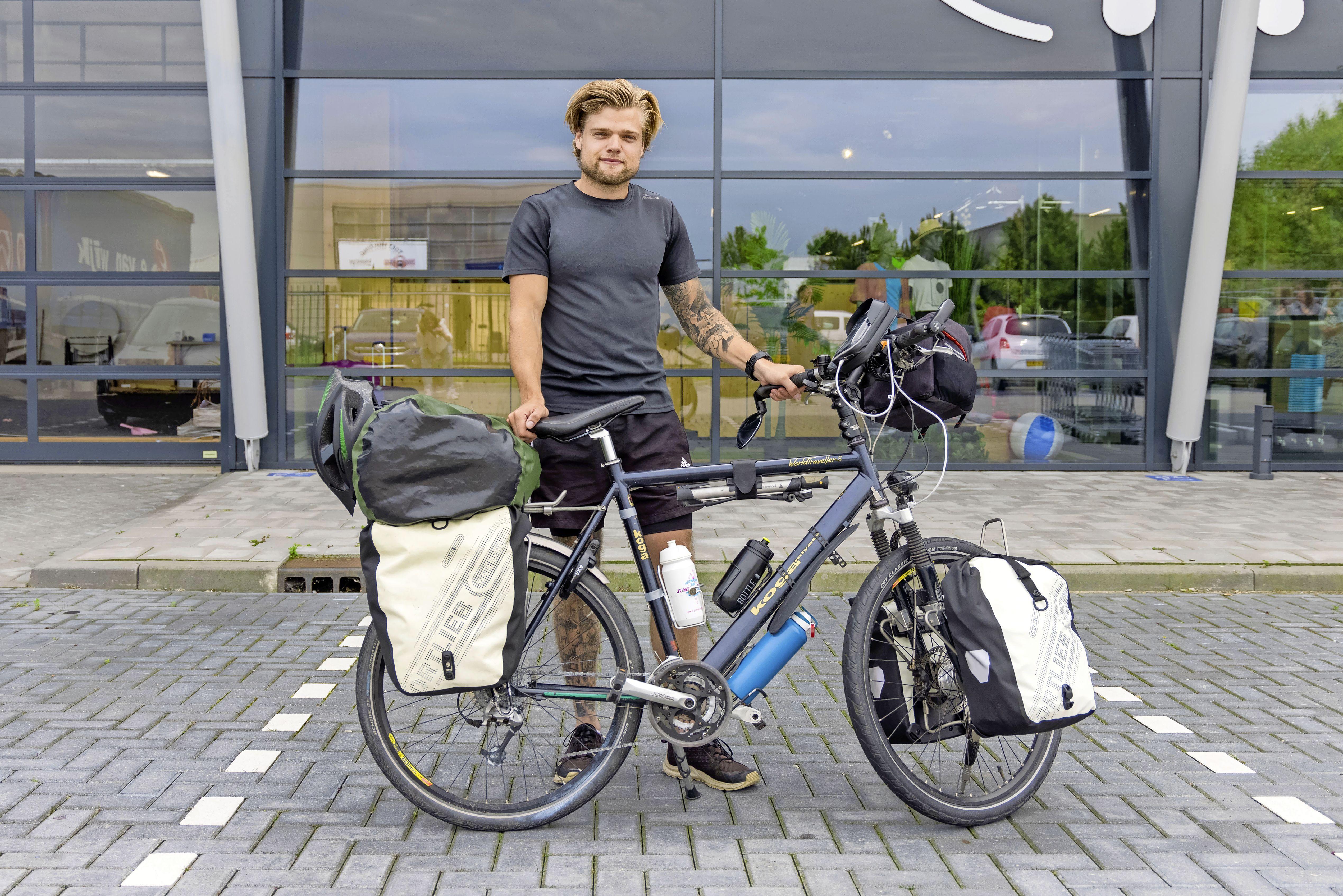 Wereldreis in tijdperk corona: Joost Reus gaat fietsend van Hoogkarspel naar Bali
