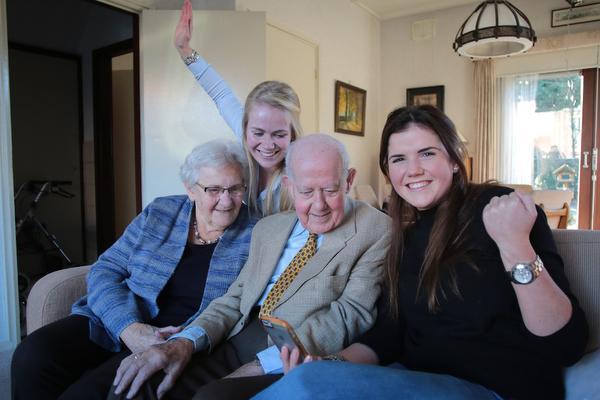 Opa Rijn uit Loosdrecht is een ster op Facebook [video]
