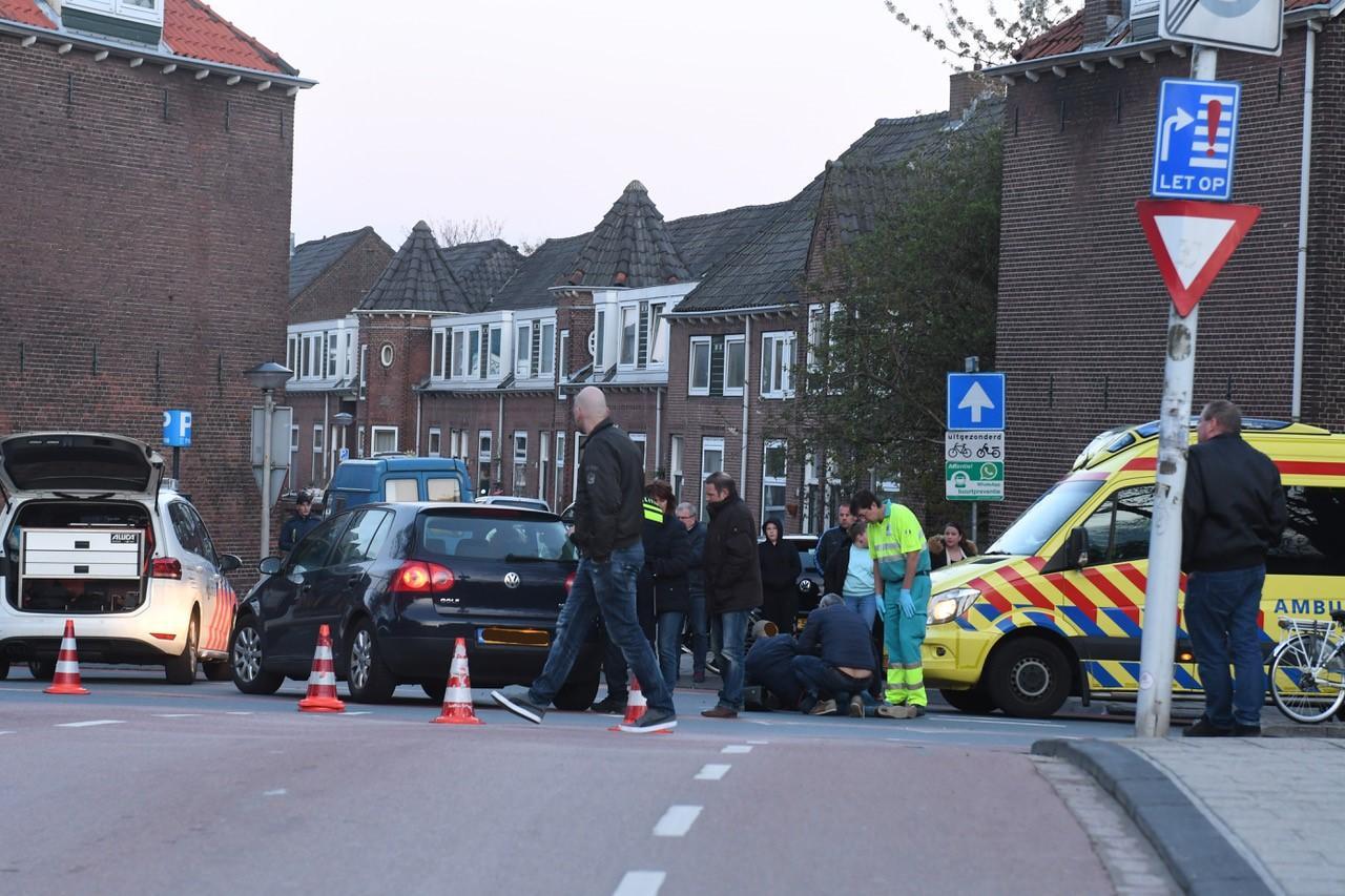 Vader en kind gewond bij botsing met auto in Leiden