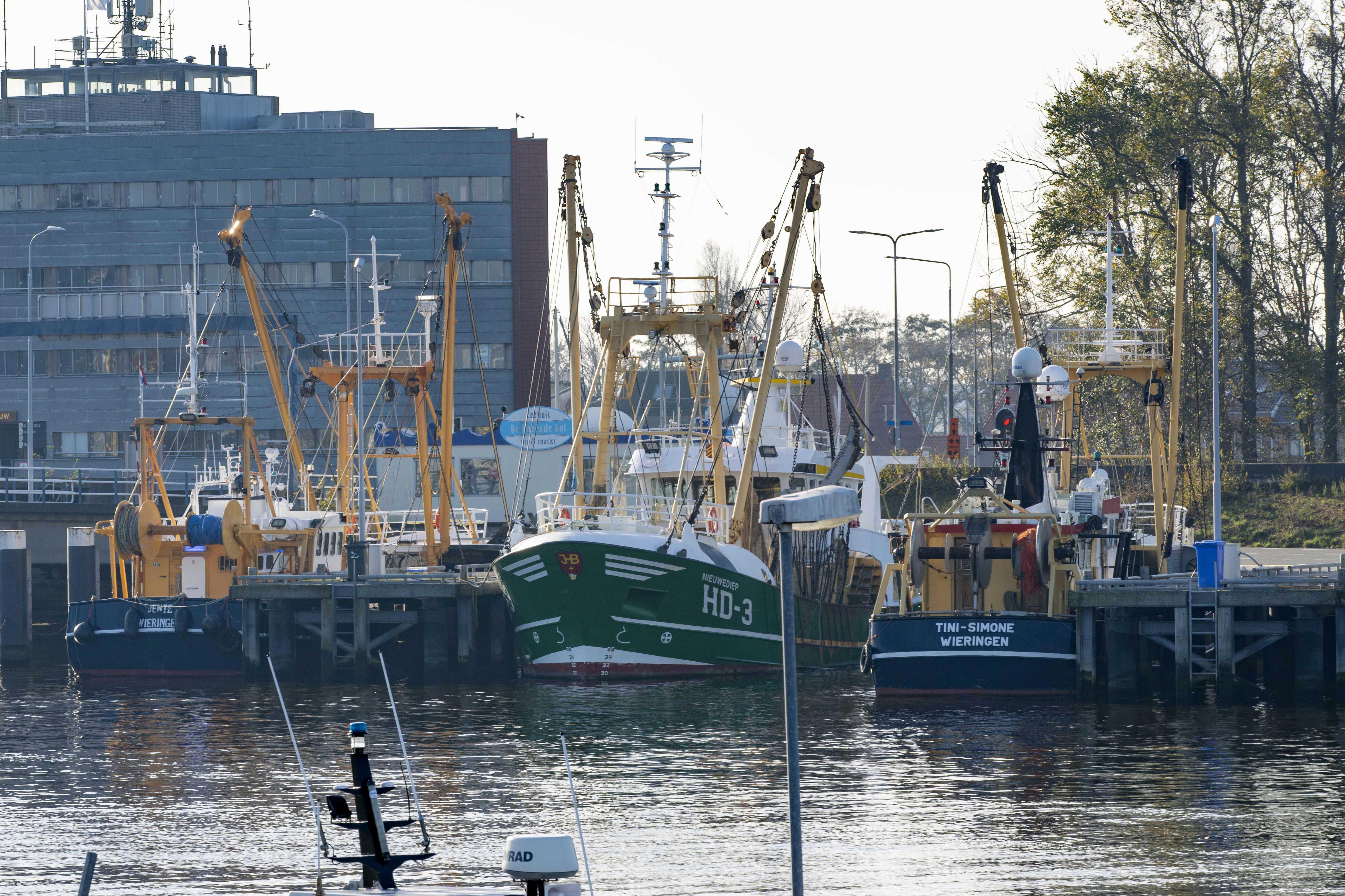 Visafslagen van Den Helder en Den Oever sluiten turbulent jaar af met flinke omzetdaling. 'Eerste helft van 2020 verliep dramatisch en daling in omzet was bizar'
