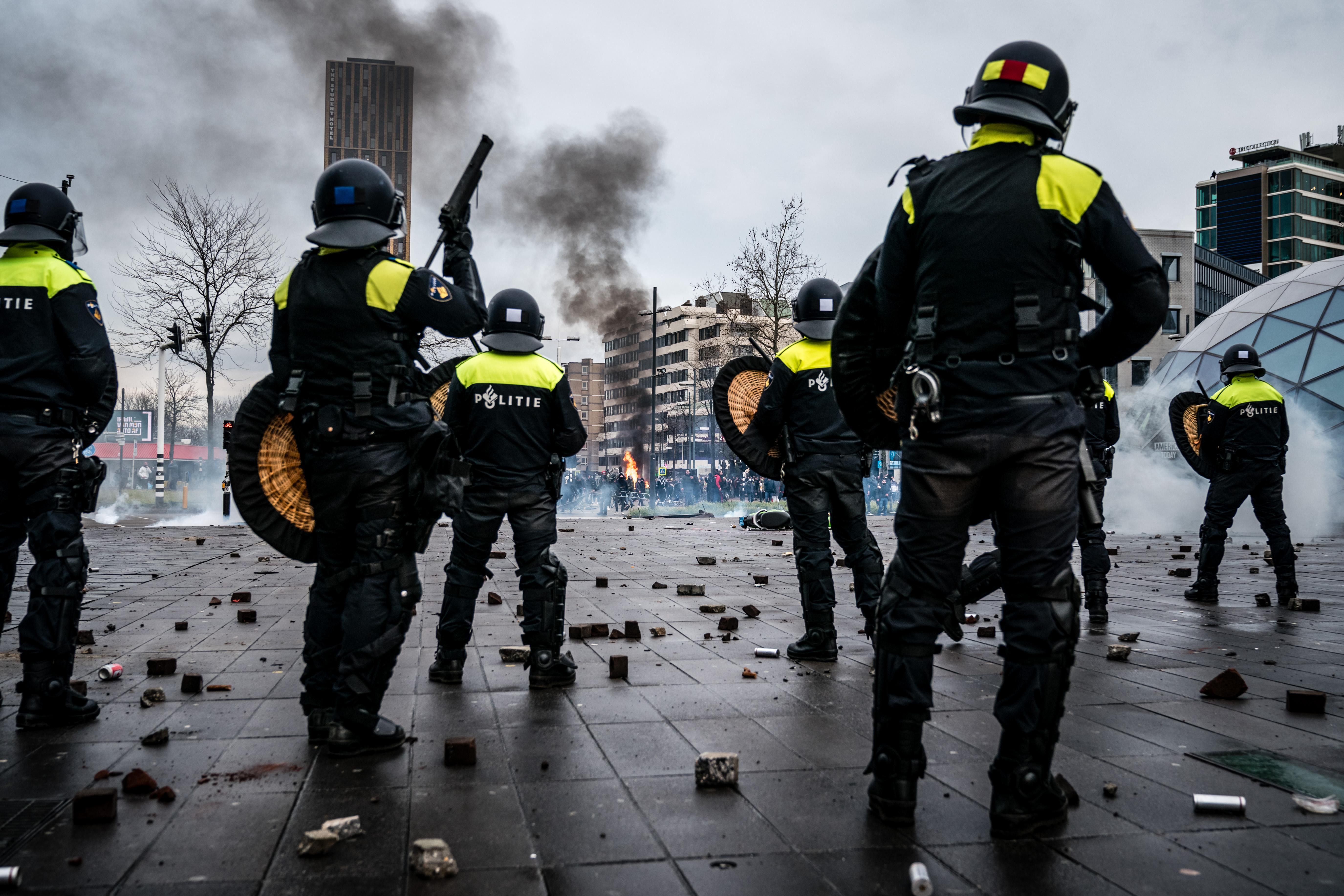 'Ik ben van de ME en jij bent de corona-demonstrant', kinderen spelen rellen na, hoe erg is dat?