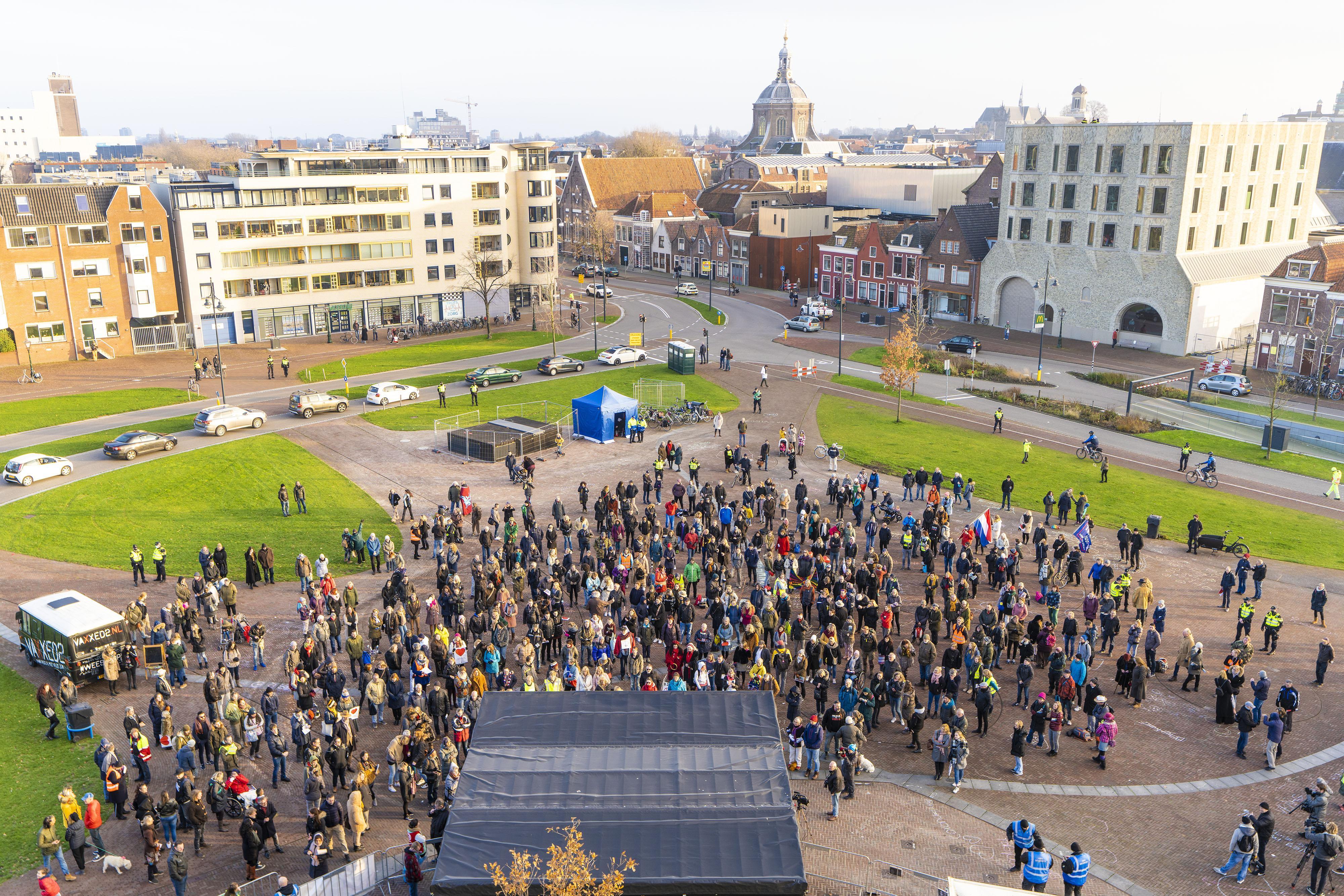Honderden Leidse anti-vaxx'ers op de been voor een ander geluid