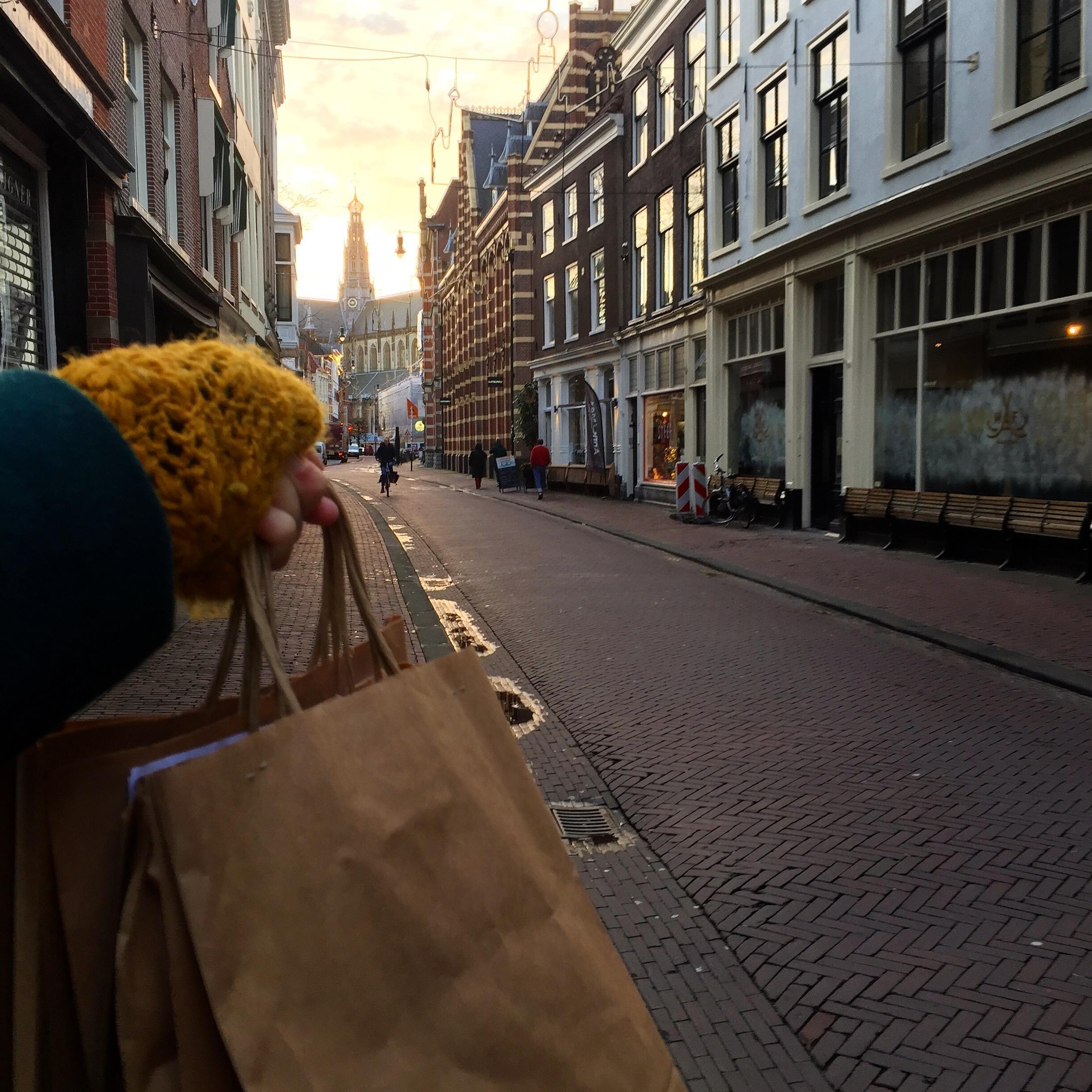 Campagne 'Ik steun mijn boekhandel' leidt tot enorme toename van verkochte boeken in de regio Haarlem; 'Dit overrompelt ons, het is echt hartverwarmend'