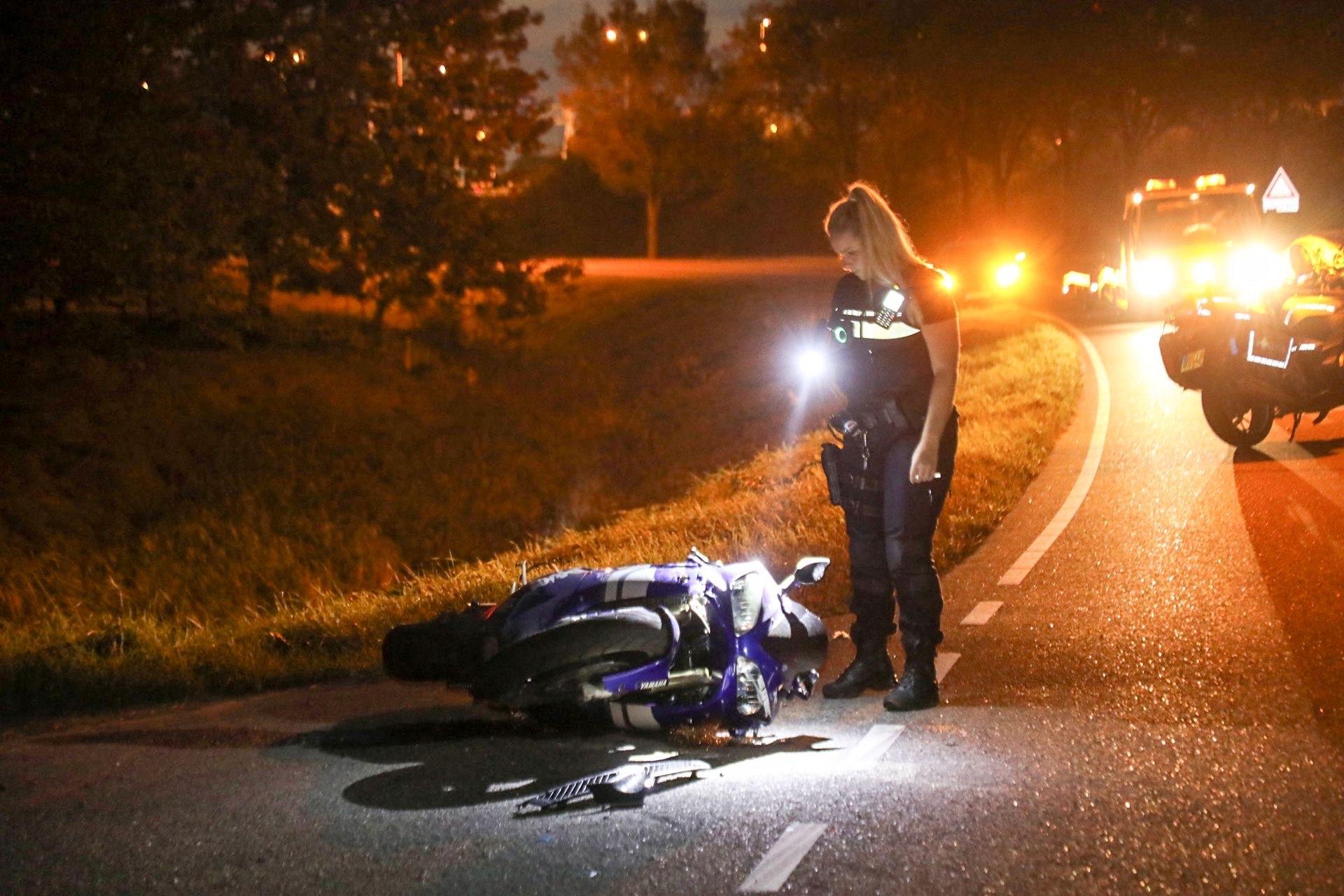 Gewonde bij ongeluk met auto en motor in Vijfhuizen