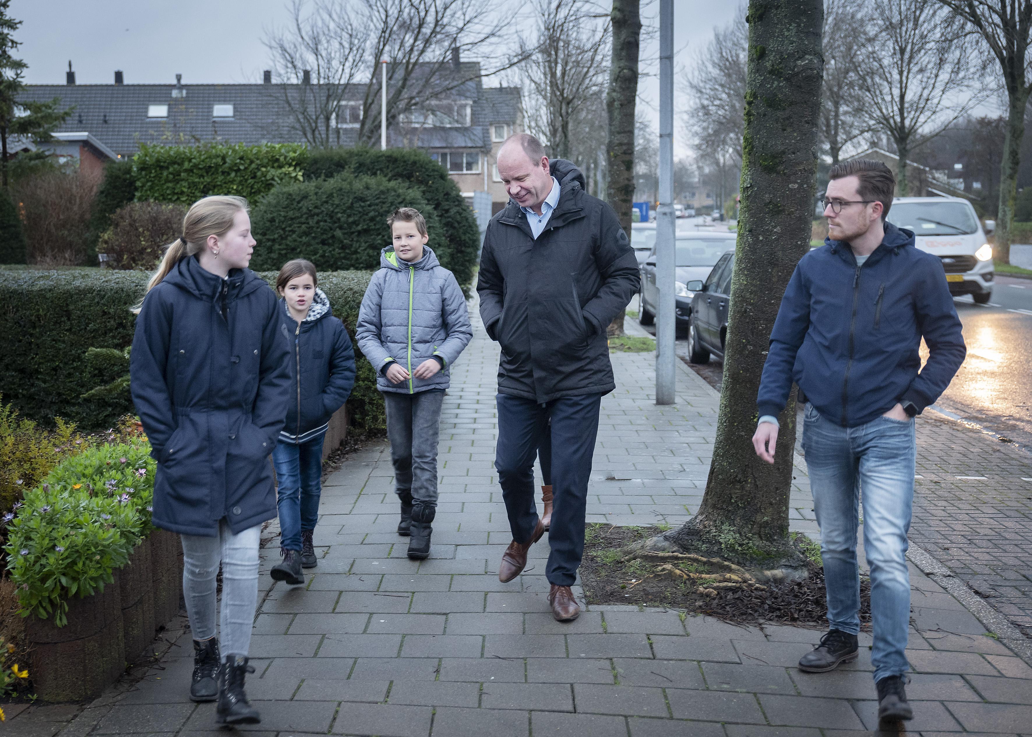 Wegversmalling, een zebrapad: hoe kan het veiliger bij Velserbroekse basisschool?