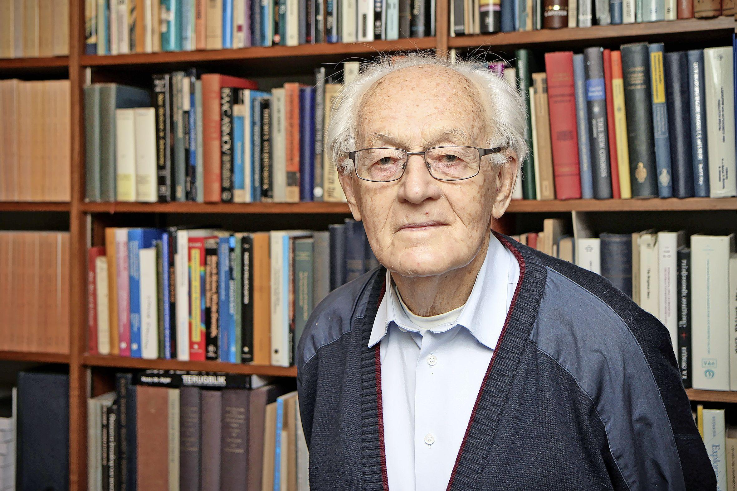 Op honderdjarige leeftijd overleden: professor Kees de Jager. Eminent sterrenkundige en zo beminnelijk dat hij Russische en Amerikaanse onderzoekers bijeen wist te brengen