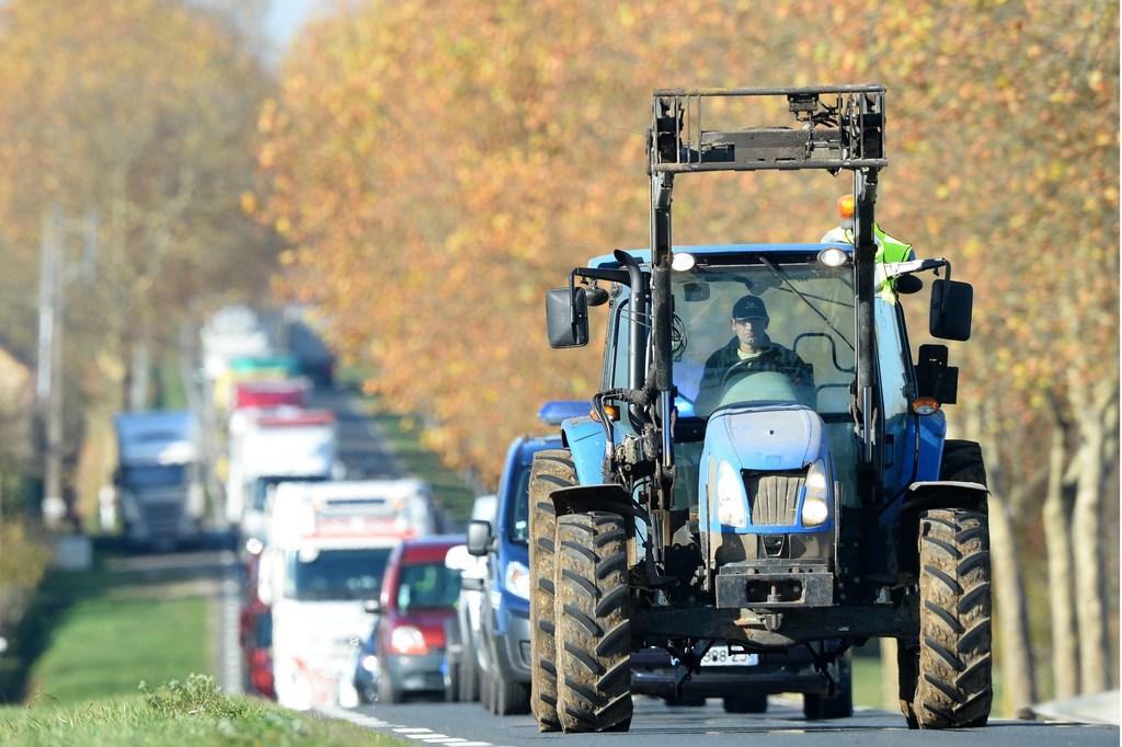 Boze boeren met trekkers naar provincie in Haarlem