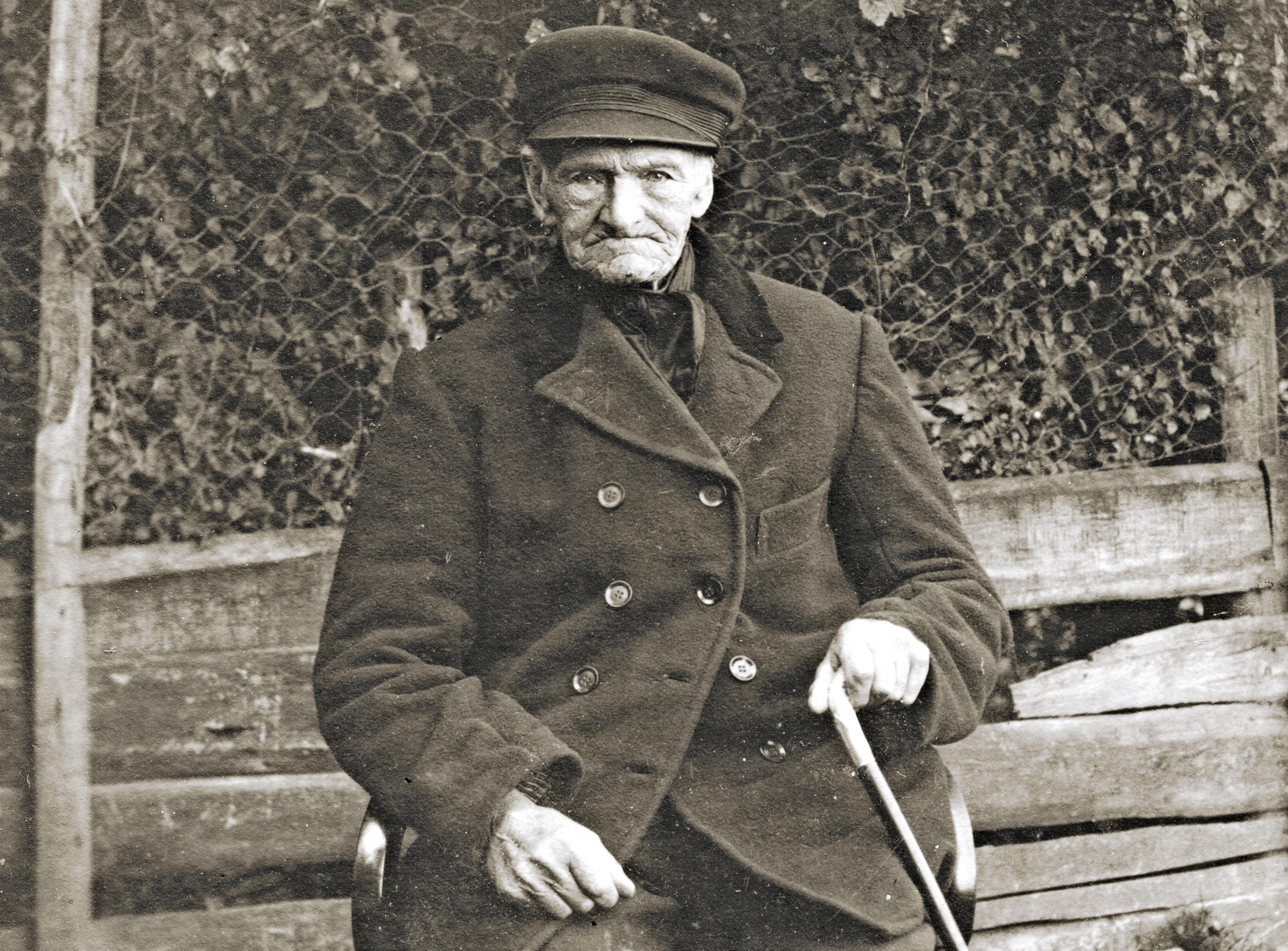 Vodje was een dorpsomroeper en visventer. Bij zijn 50-jarig huwelijk trok er een optocht door het piepjonge IJmuiden