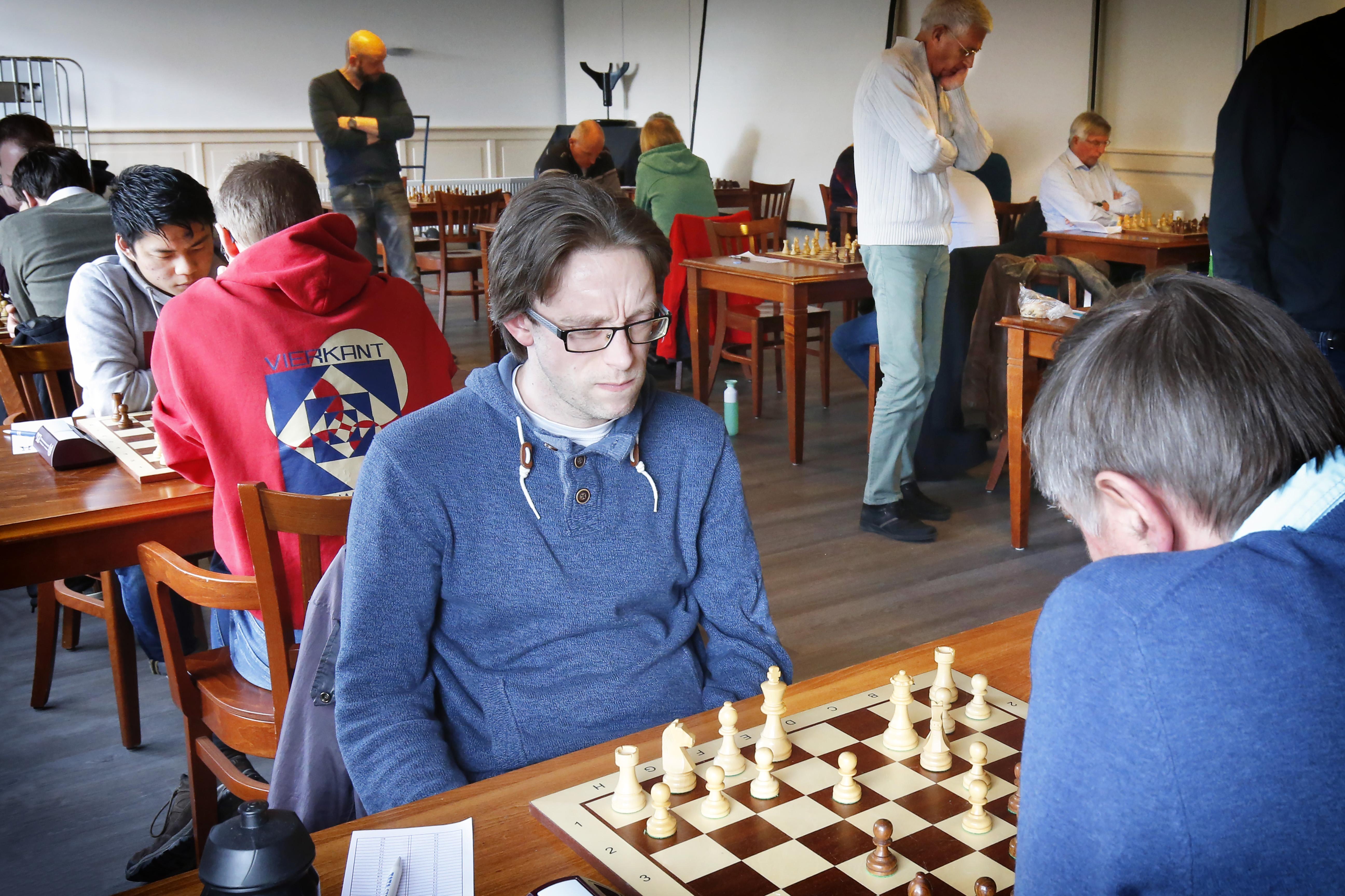 Beverwijker schaakclub Wijker Toren raakt kopman Hing Ting Lai en hoofdsponsor kwijt: 'Dat is een zware klap'