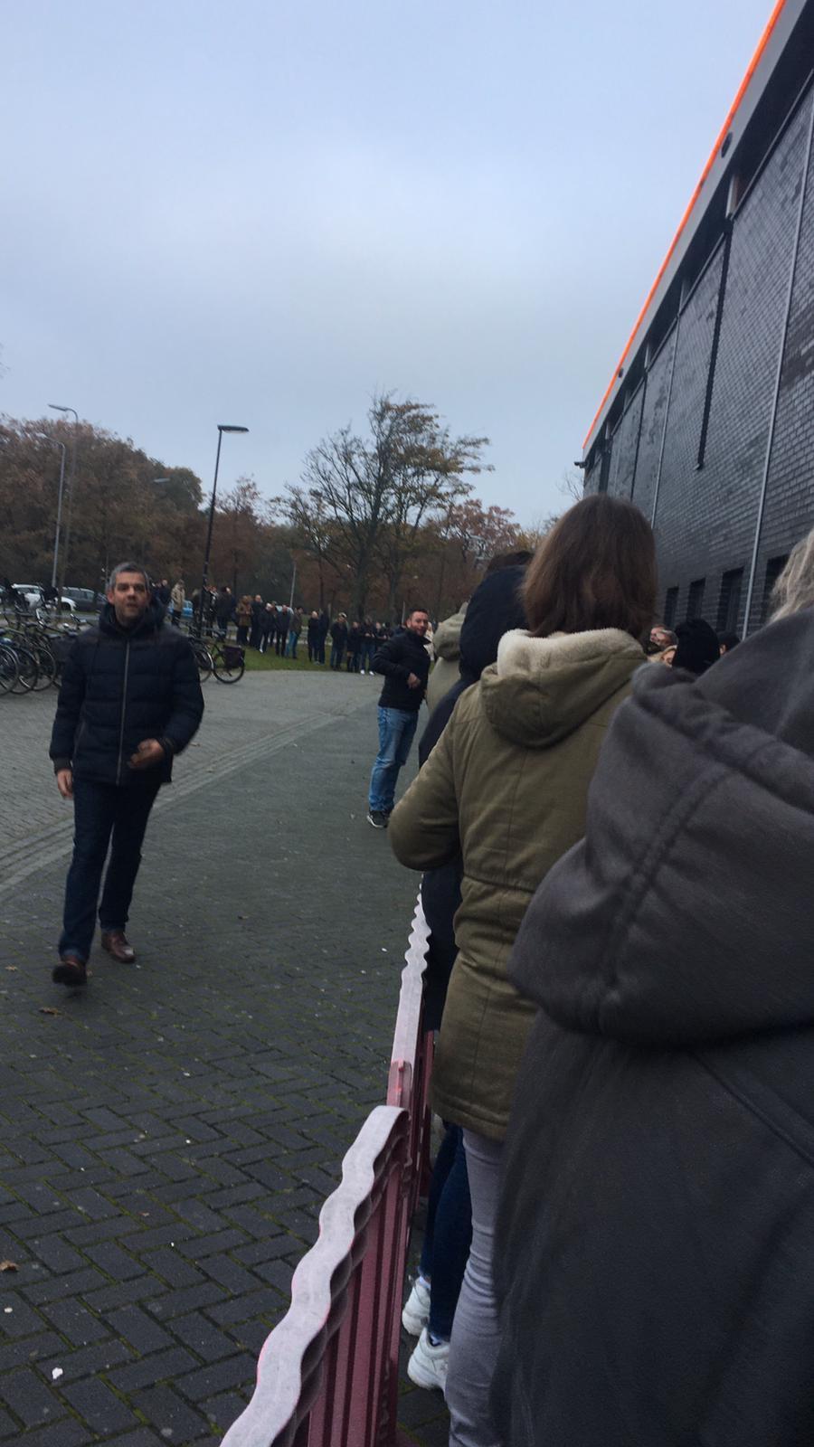 Telstar-Ajax uitverkocht, wachtenden bij het stadion teleurgesteld [video]