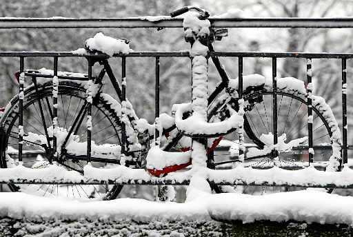 D'r lait sneeuw! Mooi toch. Benne we allegaar weer effies kloin   Column
