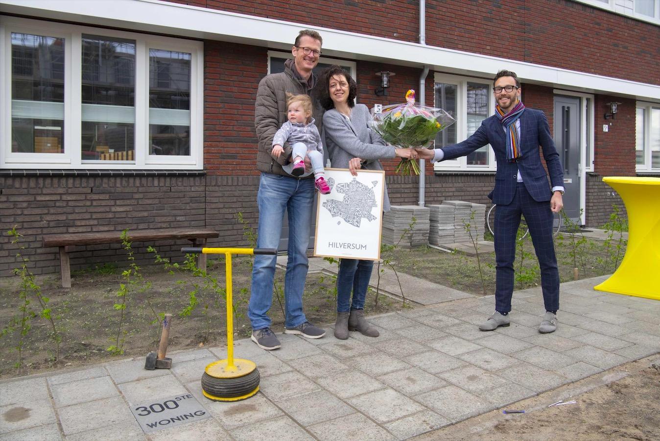 300ste woning in nieuwe Hilversumse wijk Anna's Hoeve feestelijk opgeleverd. Nog zo'n 280 te gaan