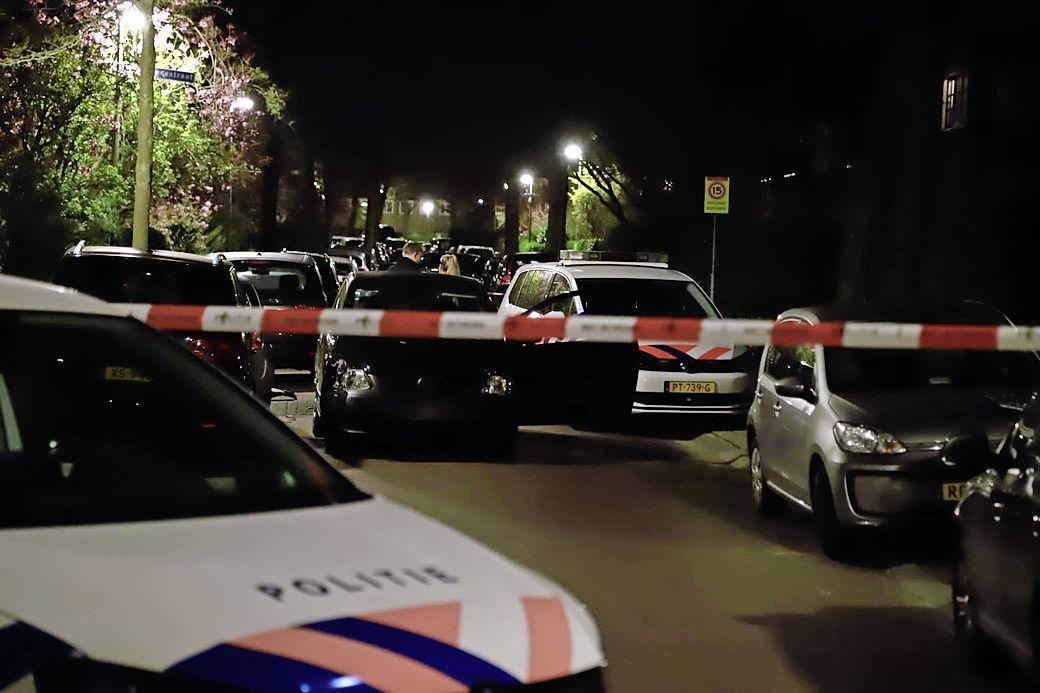 Politie schiet autoband lek bij achtervolging door Bussumse woonwijk