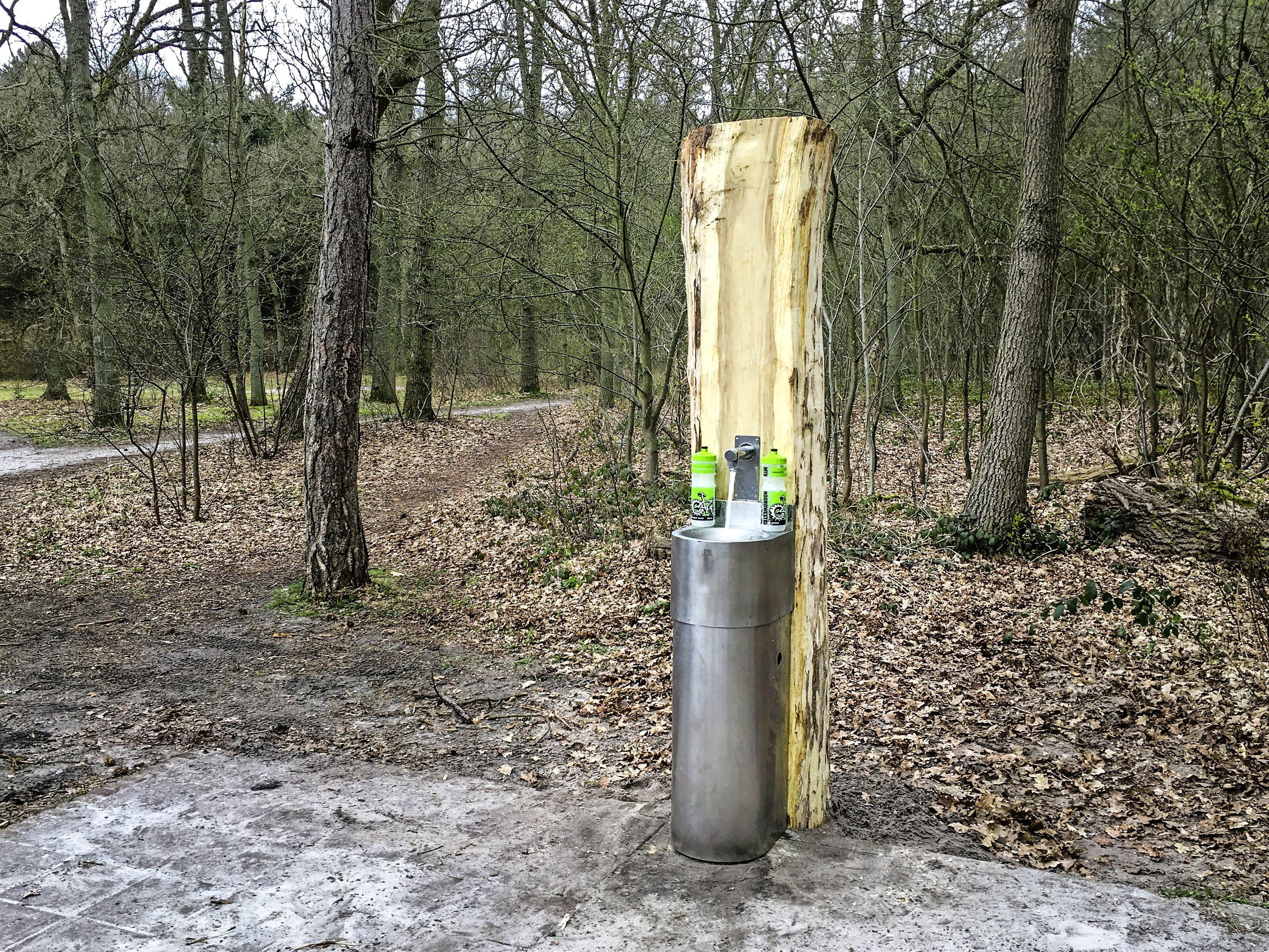 Het watertappunt op de Bokkenweide in de Schoorlse Duinen doet het weer: 'Voor iedereen'