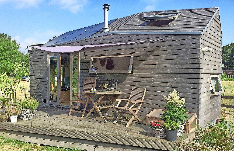 Marjolein-in-het-klein gaat weg uit Alkmaar; haar iconische Tiny House van nog geen 20 vierkante meter staat te koop