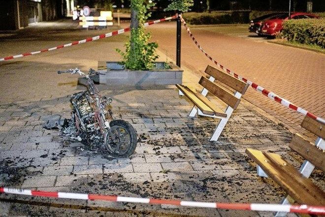 Opvallende serie brandstichtingen en vernielingen elektrische scooters: 'vervelende start' voor verhuurbedrijf Go Sharing in Beverwijk