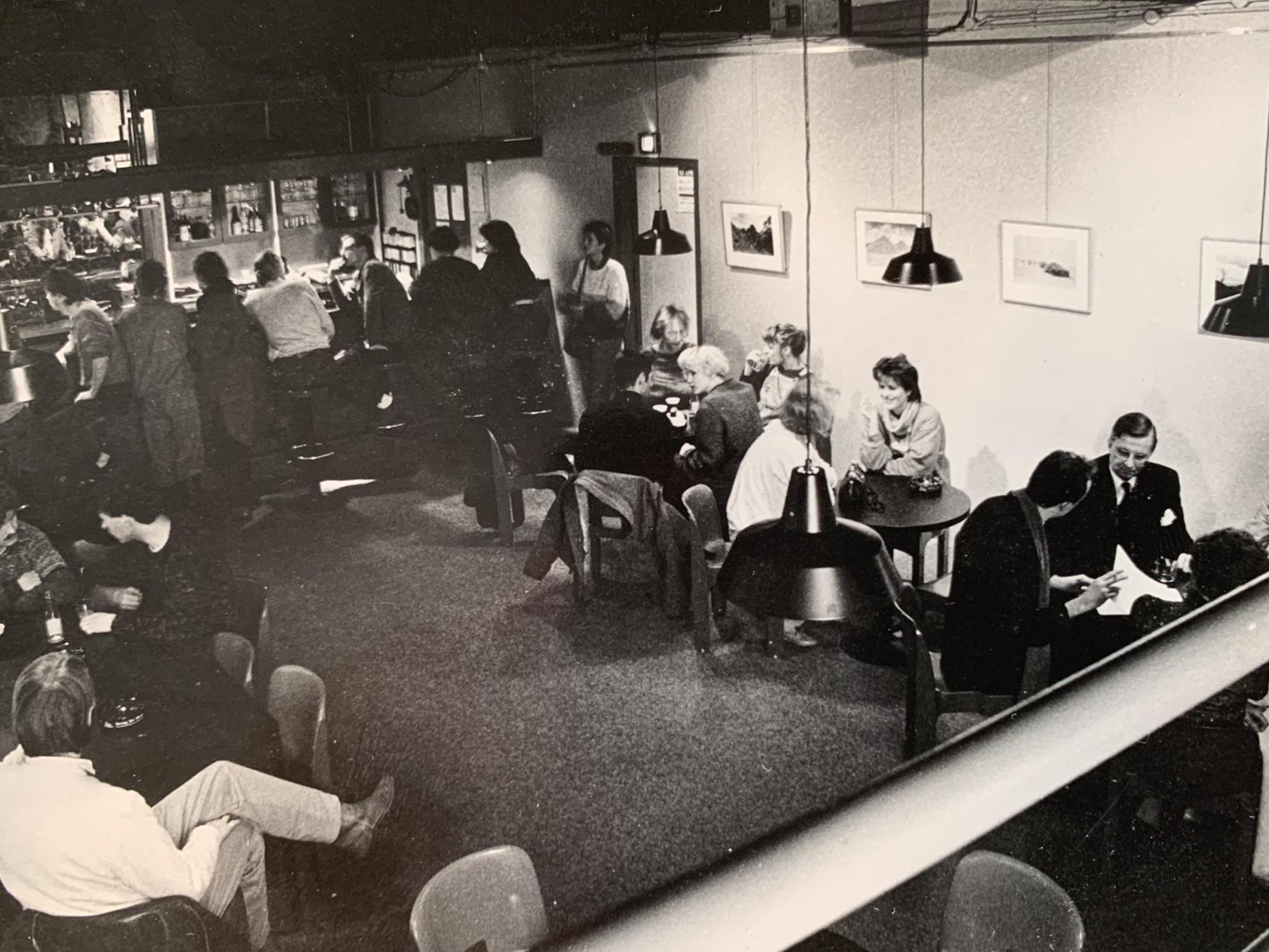 Boek met foto's en anekdotes over IJmuidens Witte Theater