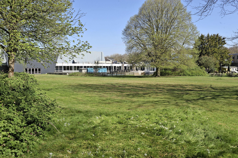 Nieuw zwembad kan het beste op ligweide van De Waterakkers in Heemskerk komen, anders moeten tennissers naast Sportfondsenbad weg