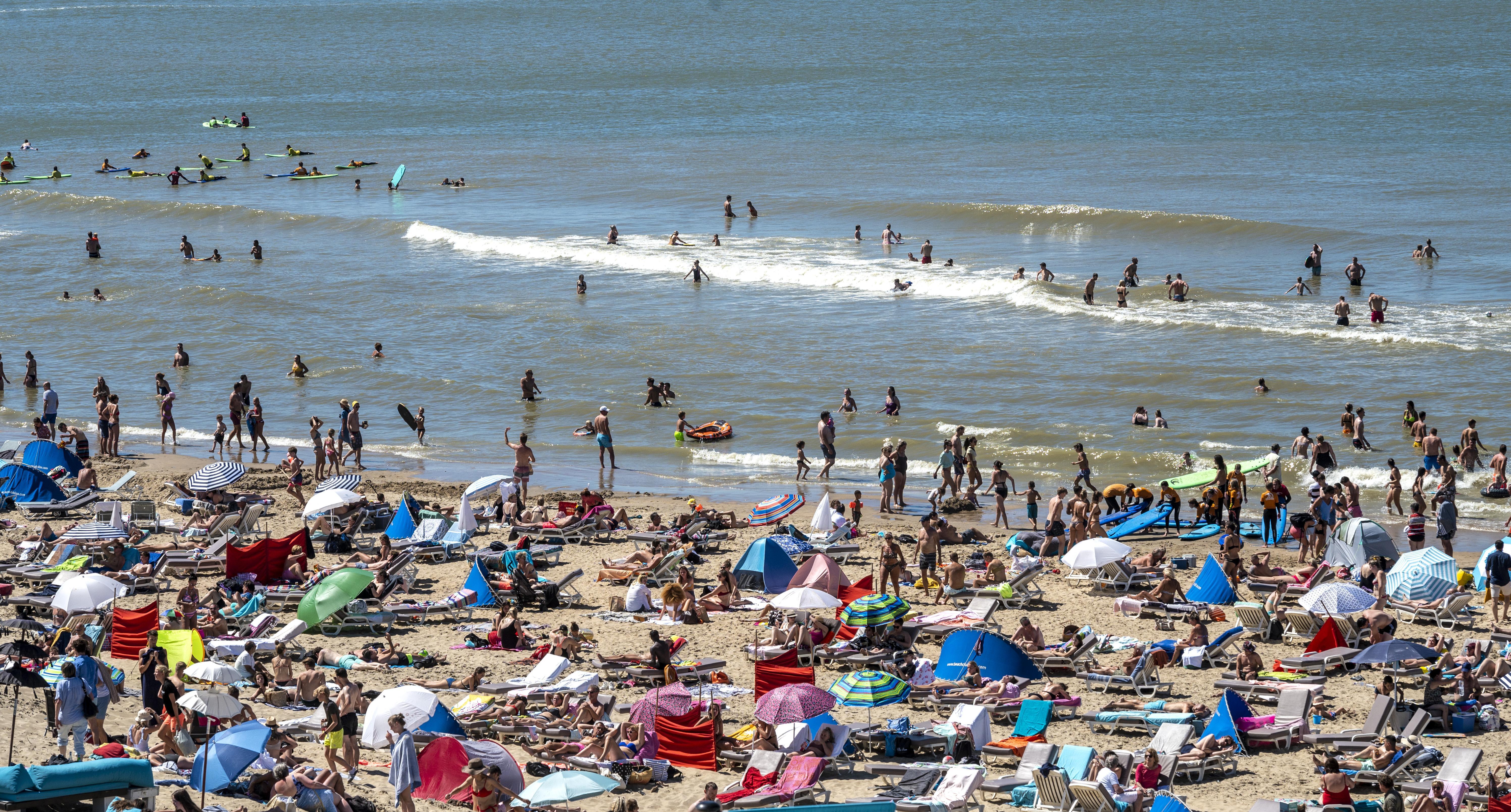 Bloemendaal is overlast op strand zat, noodverordening moet hinderlijk gedrag jongeren tegengaan