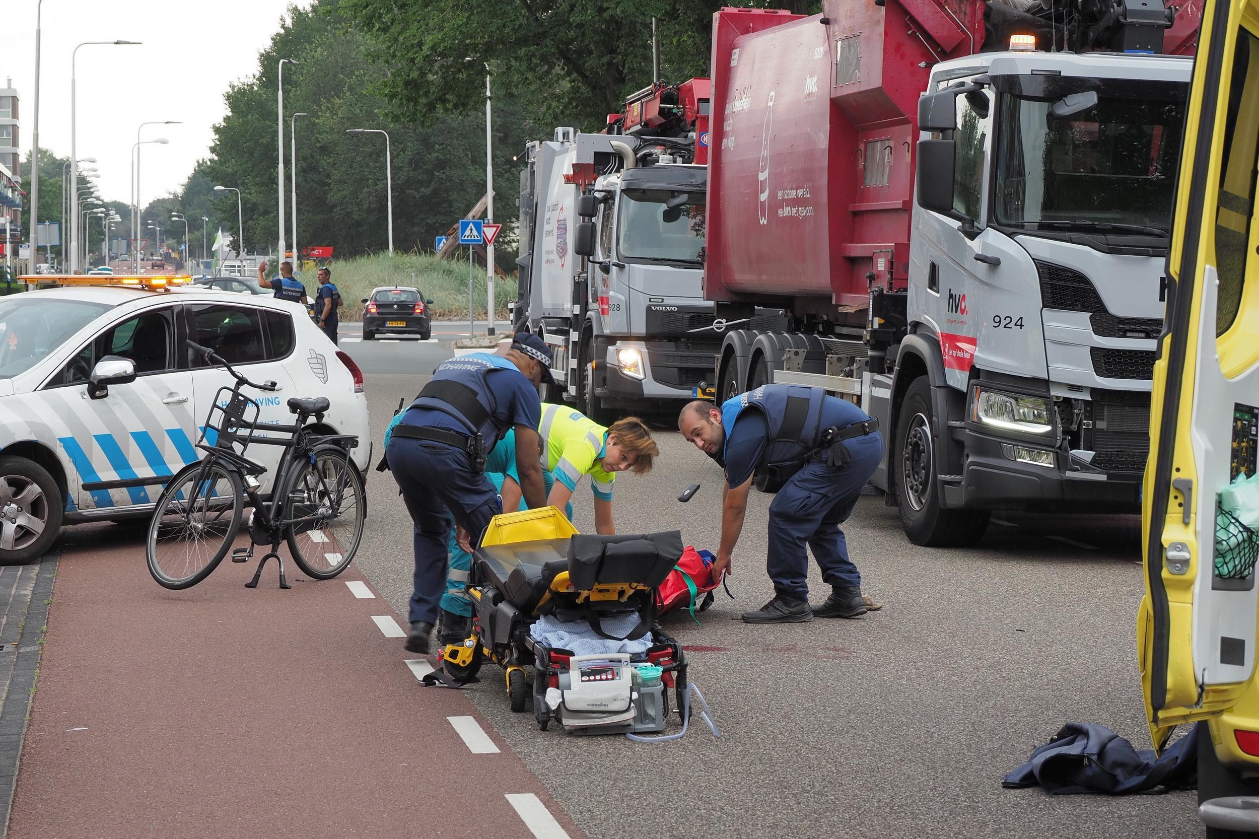 Fietser met spoed naar ziekenhuis na ongeval in IJmuiden