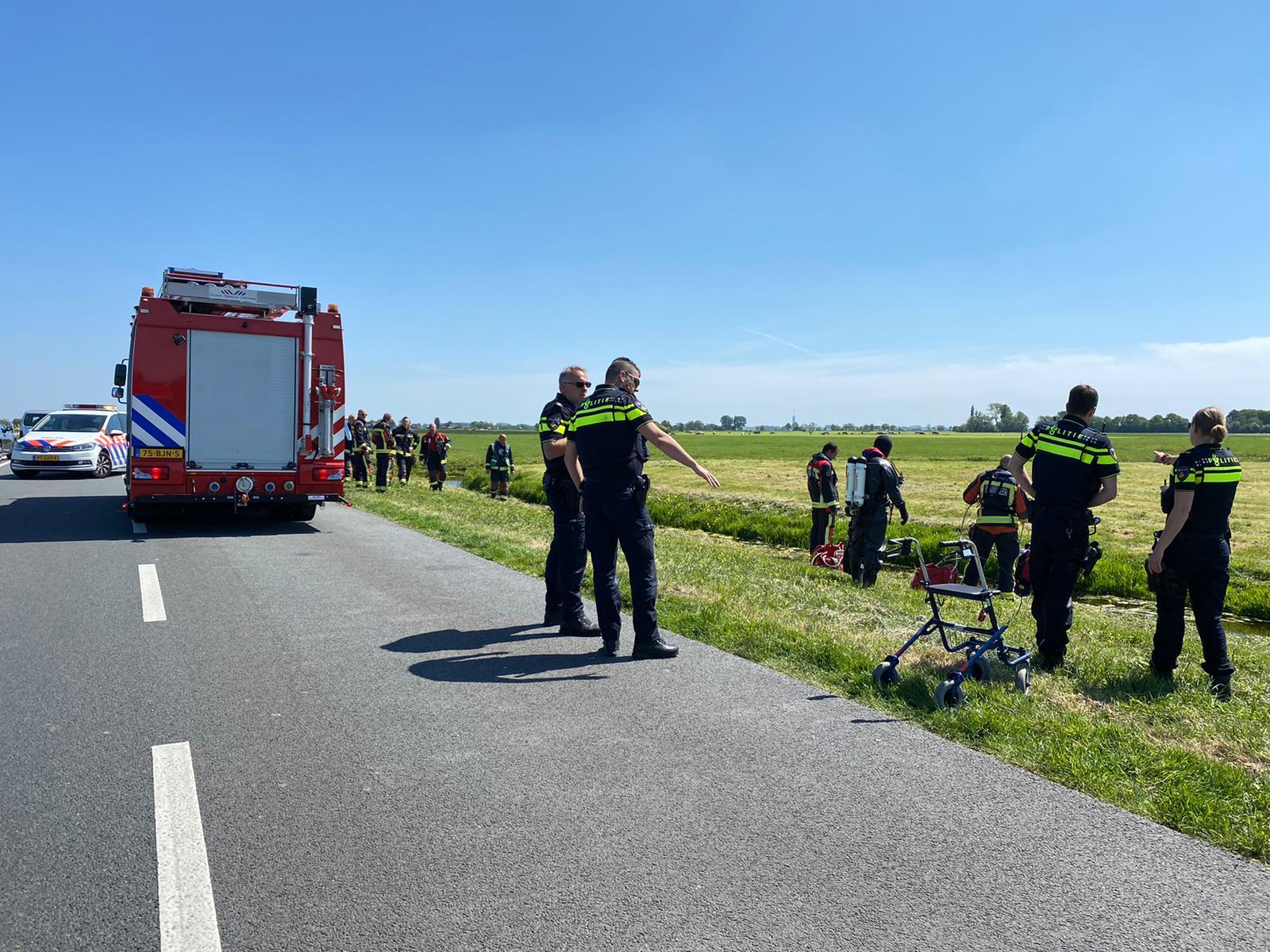 Zoekactie na gevonden rollator langs sloot in Hoogmade