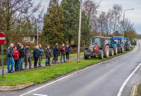 En wéér protesteren de boeren, nu tegen de nieuwe regels voor de Wieringermeer. 'We zitten liever op het land, maar we moeten wel, het wordt hier een museum straks' [video]