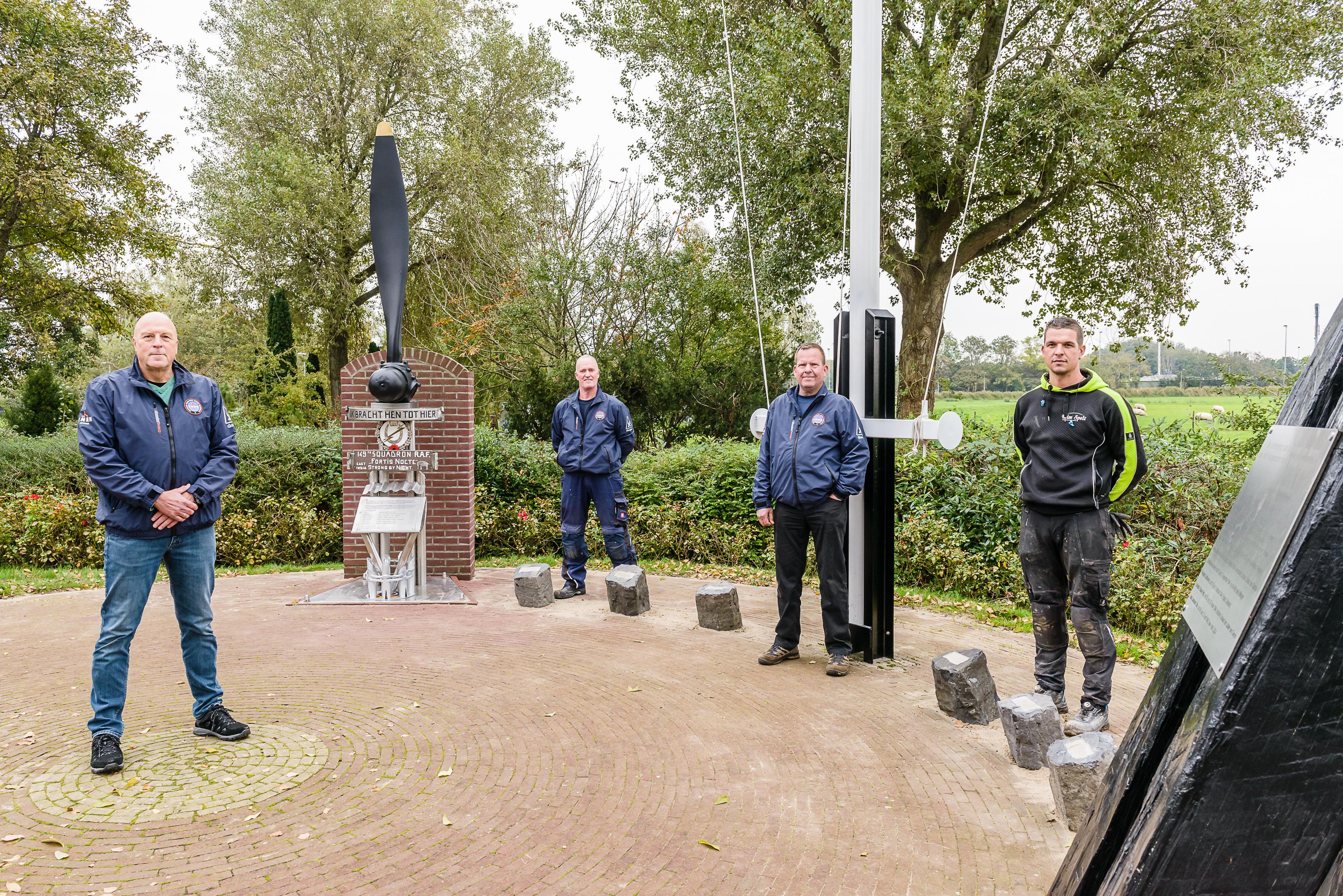 Pijnlijke fout op monument nu hersteld: niet zeven, maar veertien vliegers worden voortaan herdacht op Marken