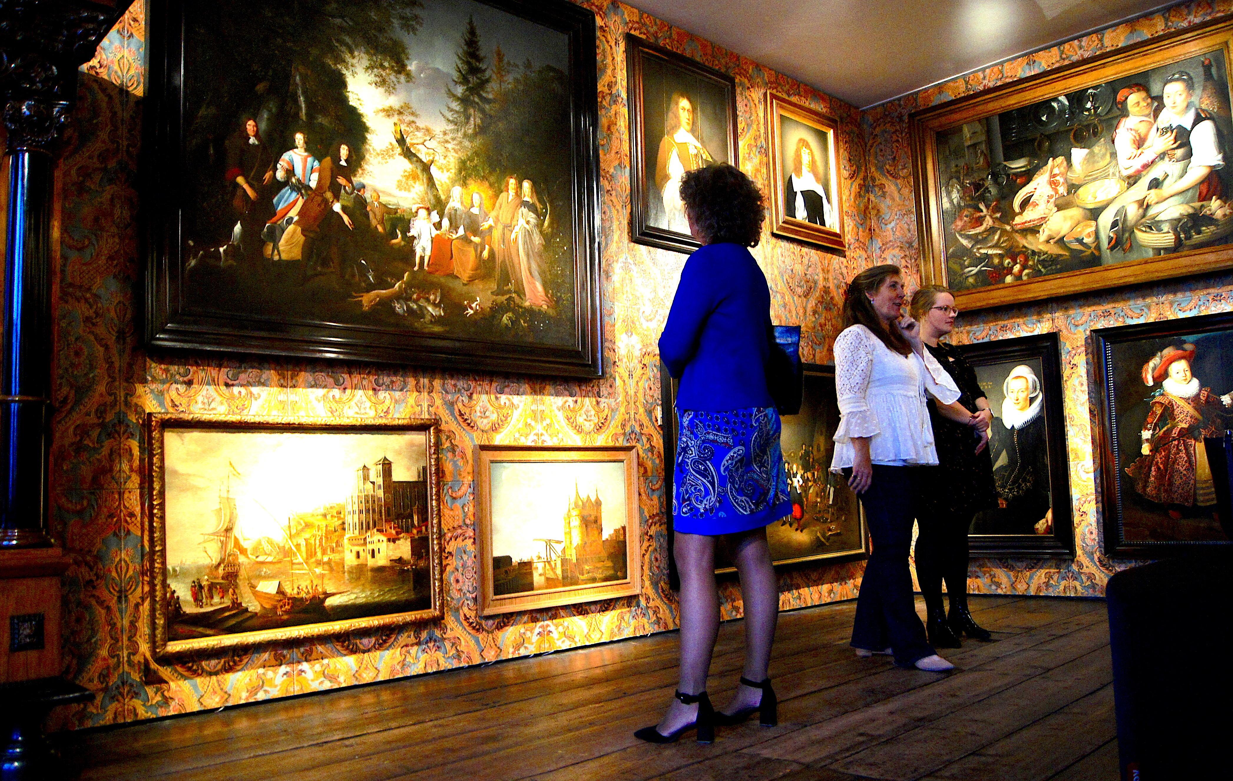 Eindeloos kijken in nieuw schilderijenkabinet Westfries Museum
