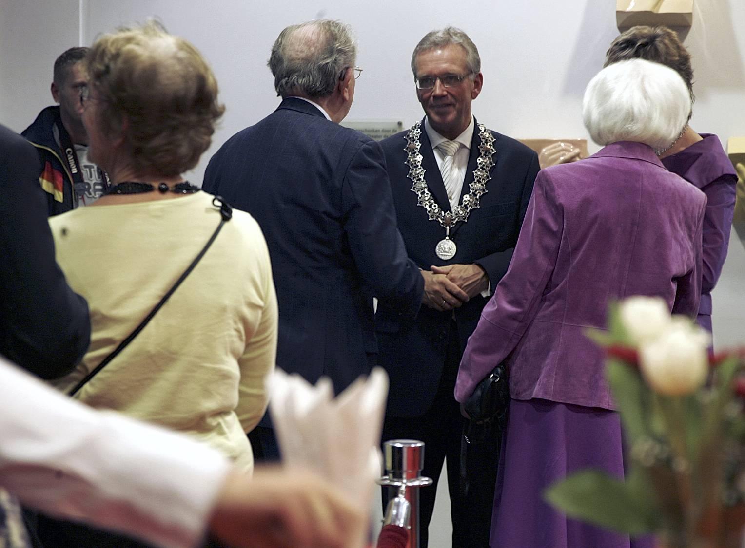 Alkmaarse raad zwaait burgemeester Bruinooge 23 september al uit tijdens buitengewone vergadering in de Grote Kerk
