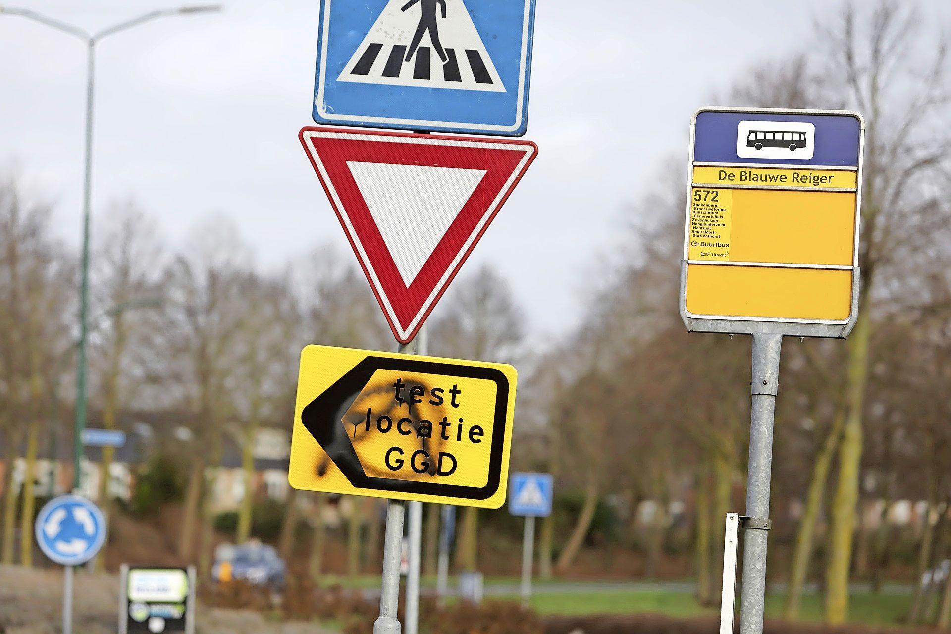 Grafstenen en coronateststraat in Bunschoten beklad, GGD doet aangifte